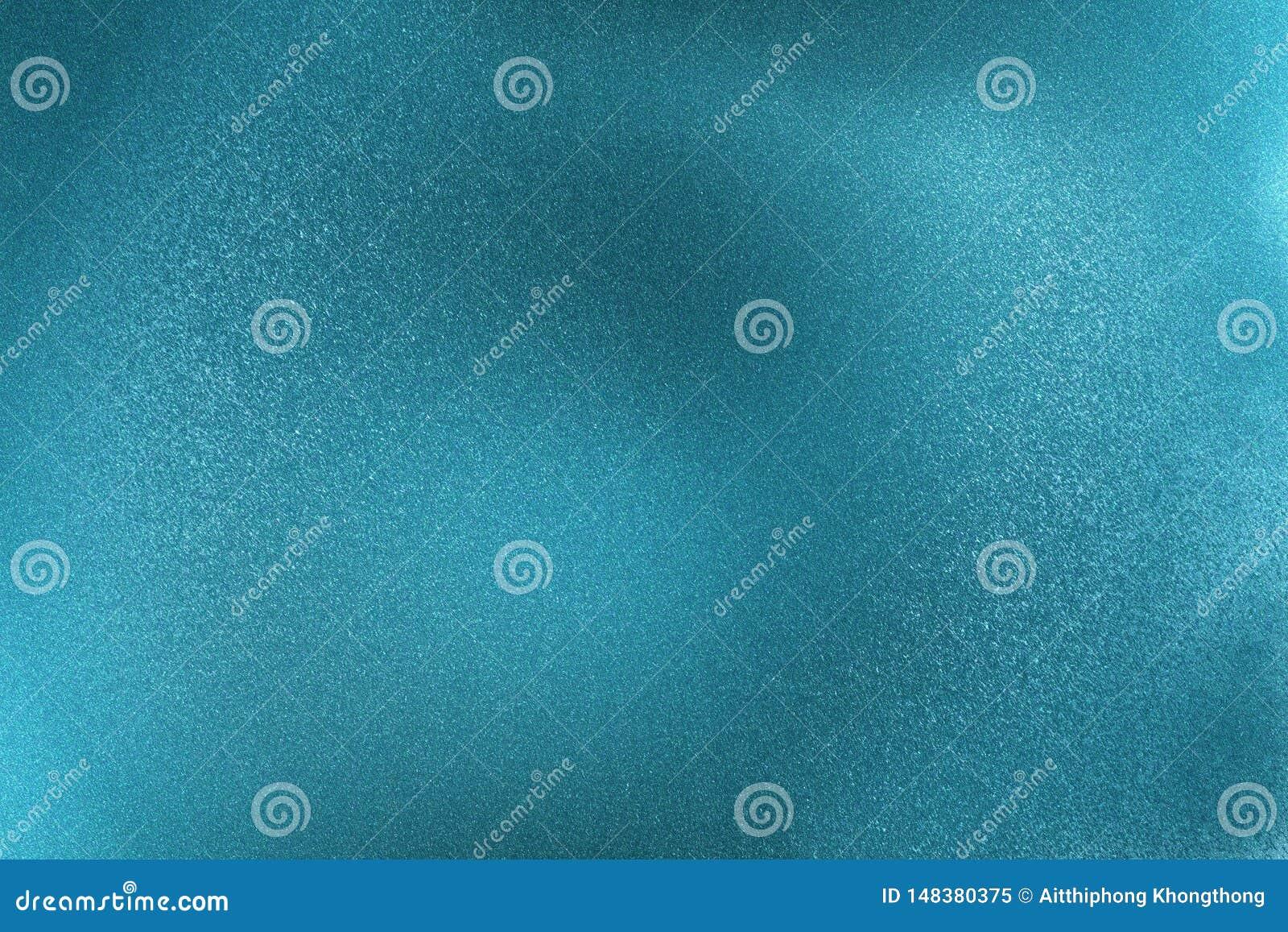 Het gloeien borstelde blauwe metaalmuuroppervlakte, abstracte textuurachtergrond