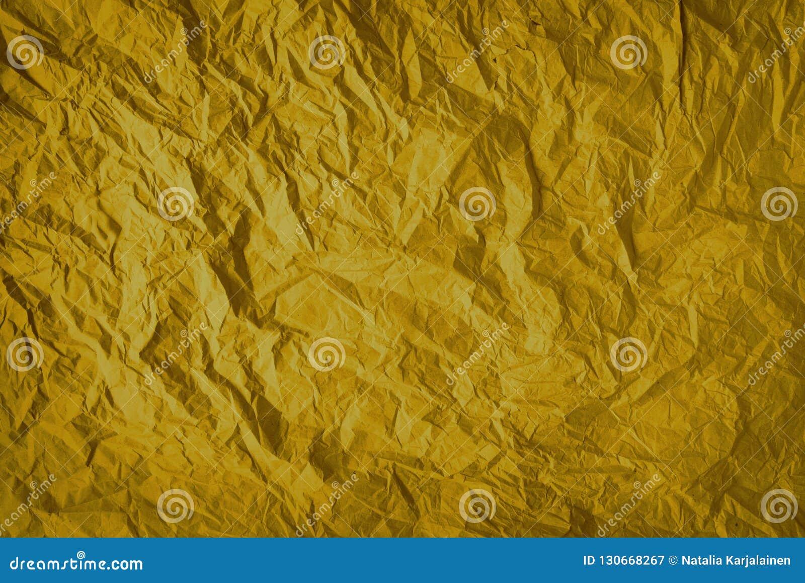 Het goud verfrommelde verpakkend die document achtergrond, textuur van grijs van oud uitstekend document, vouwen op de oppervlakt