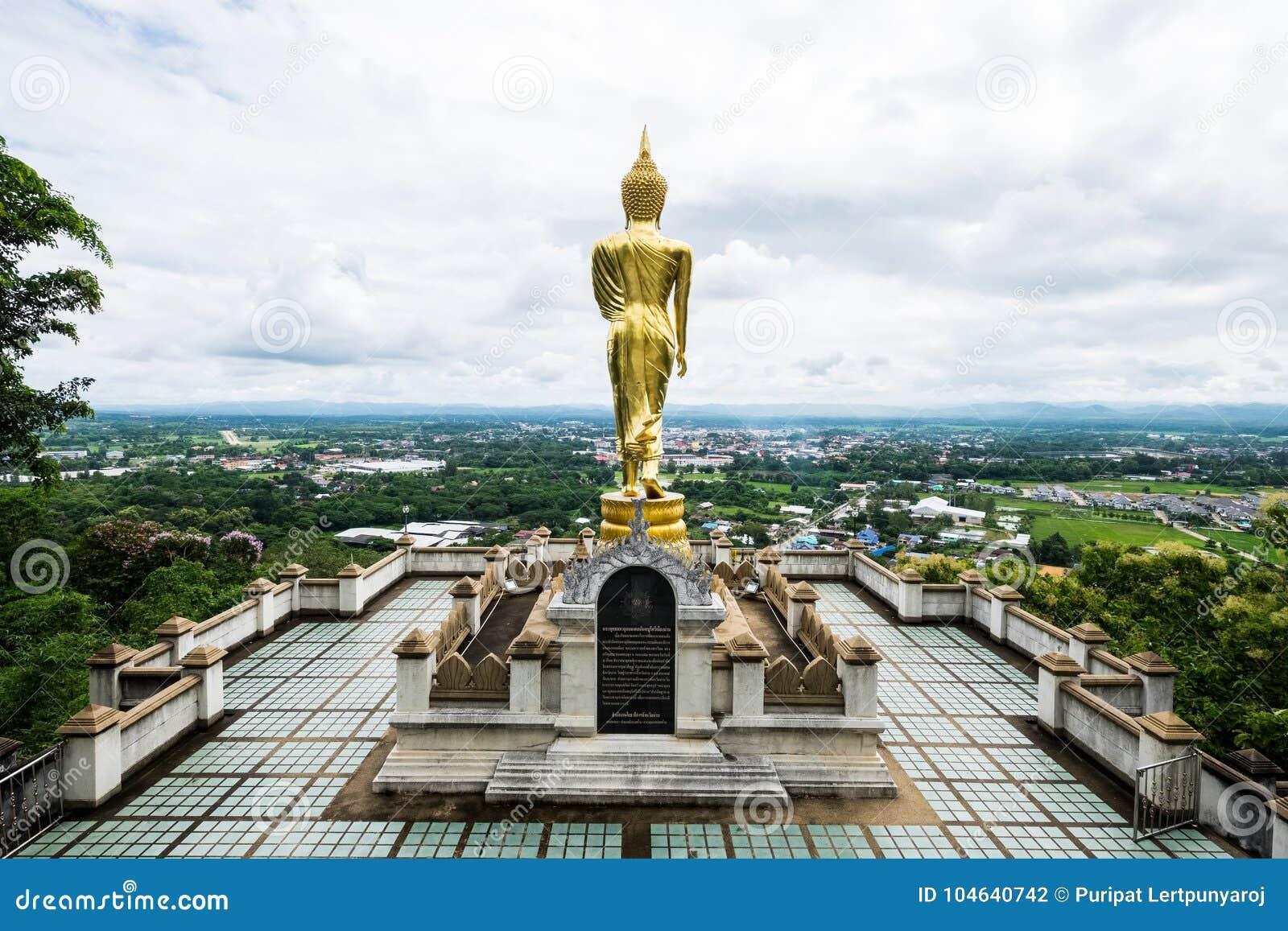 Download Het Gouden Standbeeld Van Boedha, Thailand Stock Foto - Afbeelding bestaande uit toerisme, thailand: 104640742