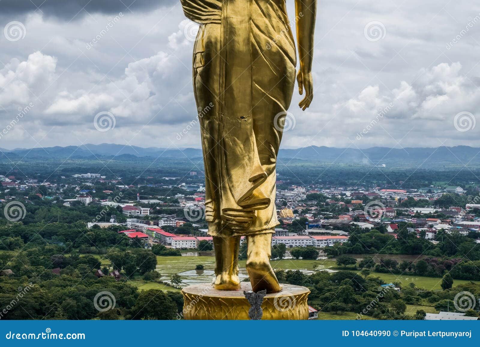 Download Het Gouden Standbeeld Van Boedha, Thailand Stock Foto - Afbeelding bestaande uit cultuur, traditioneel: 104640990
