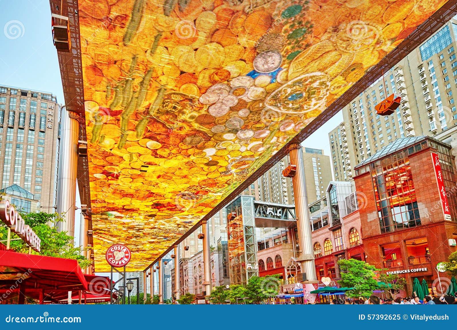 Het grootste die scherm van LSD in de wereld in Peking wordt geïnstalleerd