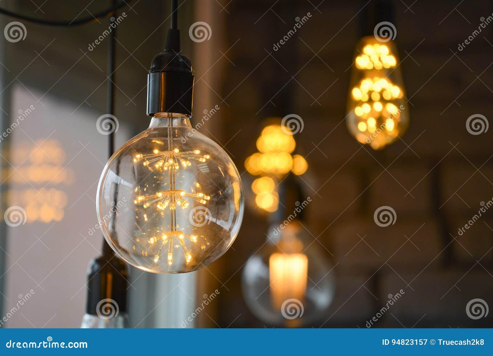 Het grote Creatieve Gloeien leidde de lampen van de gloeidraadmaïskolf, blured lichten bij achtergrond, bokeh