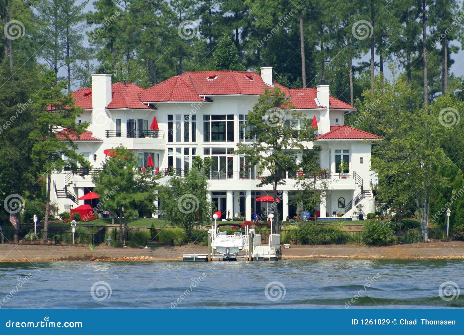 Het grote huis van het meer stock afbeelding afbeelding for Americas best home builders