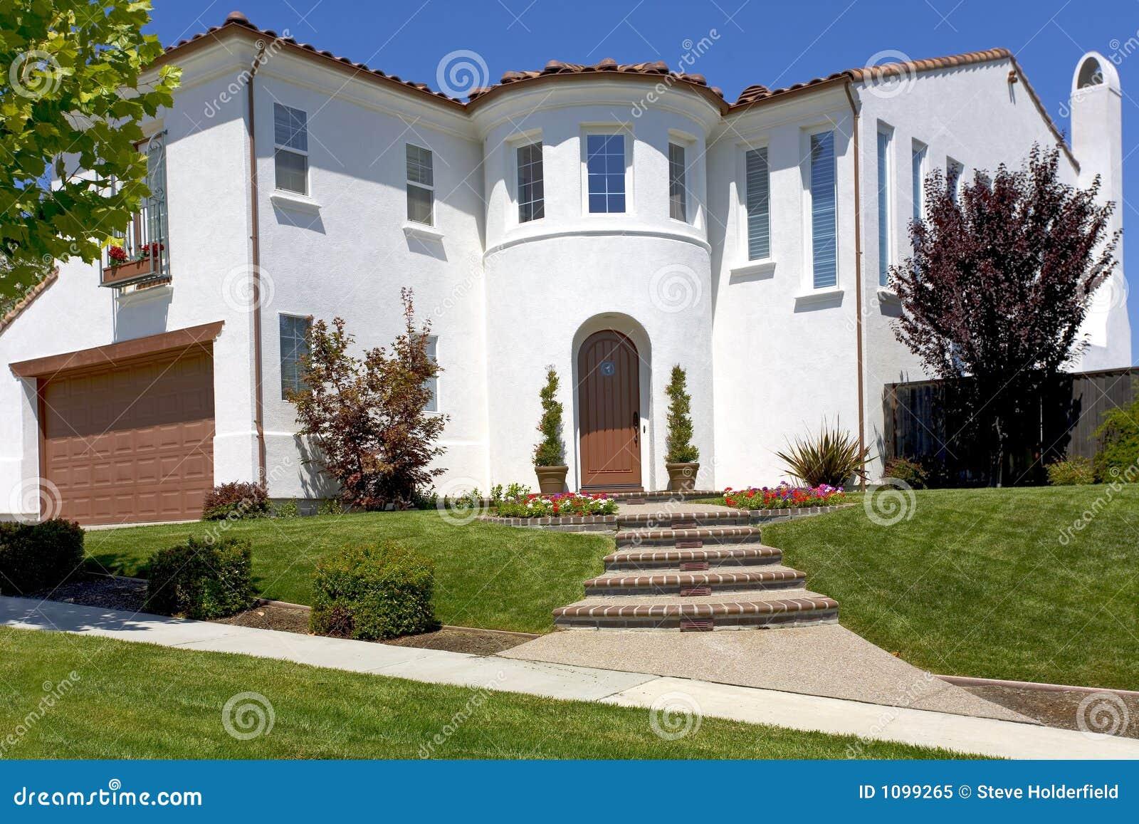 Het grote spaanse huis van de stijl met een torentje royalty vrije stock foto afbeelding 1099265 - Stijl des maisons ...