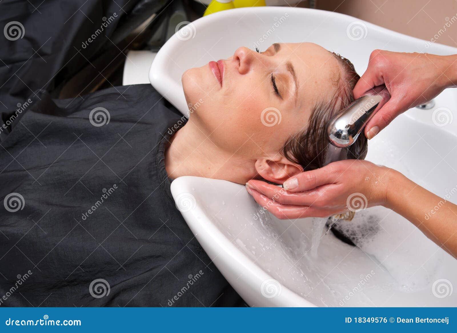 Het haar van de de wasvrouw van de stilist