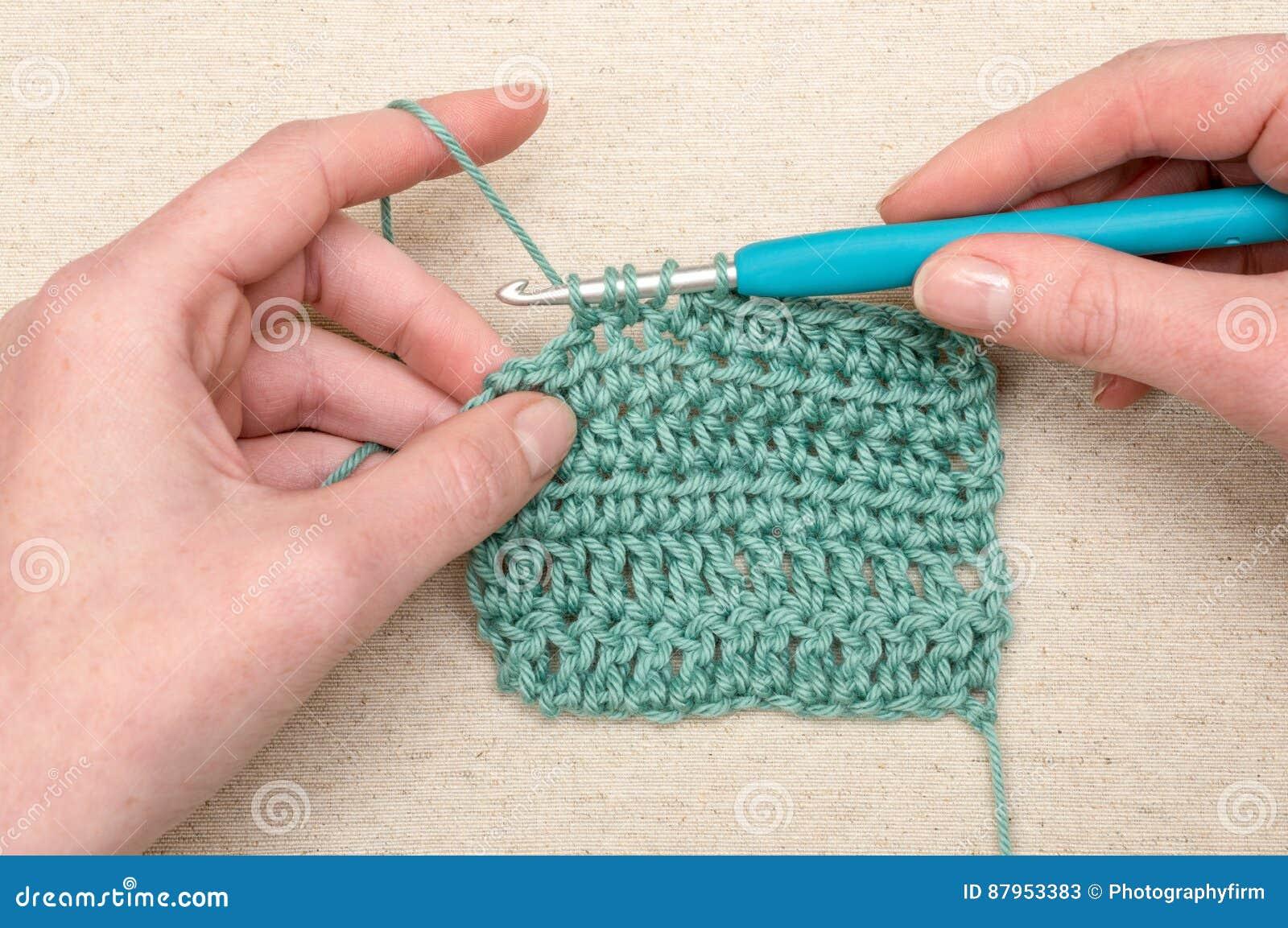 Het Haken Van Stikkend Teal Yarn Knitting Hook Stock Afbeelding