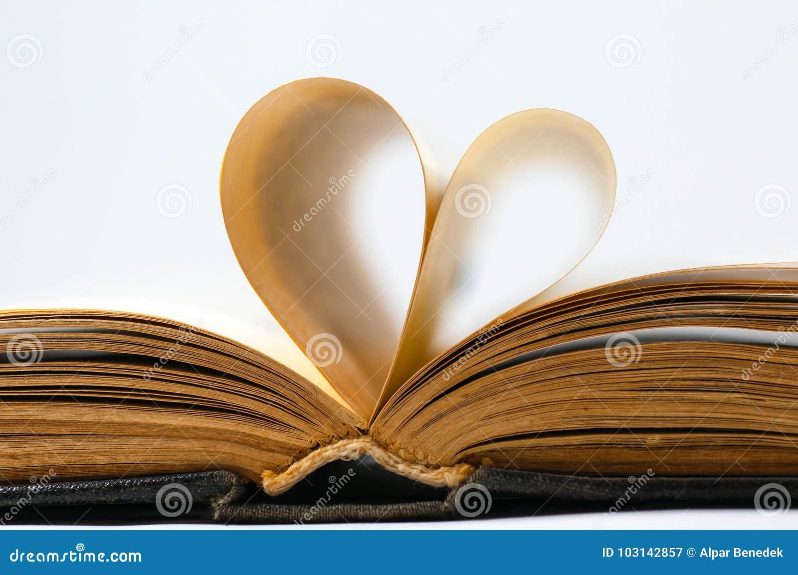 Het hart gaf oude boekpagina s gestalte