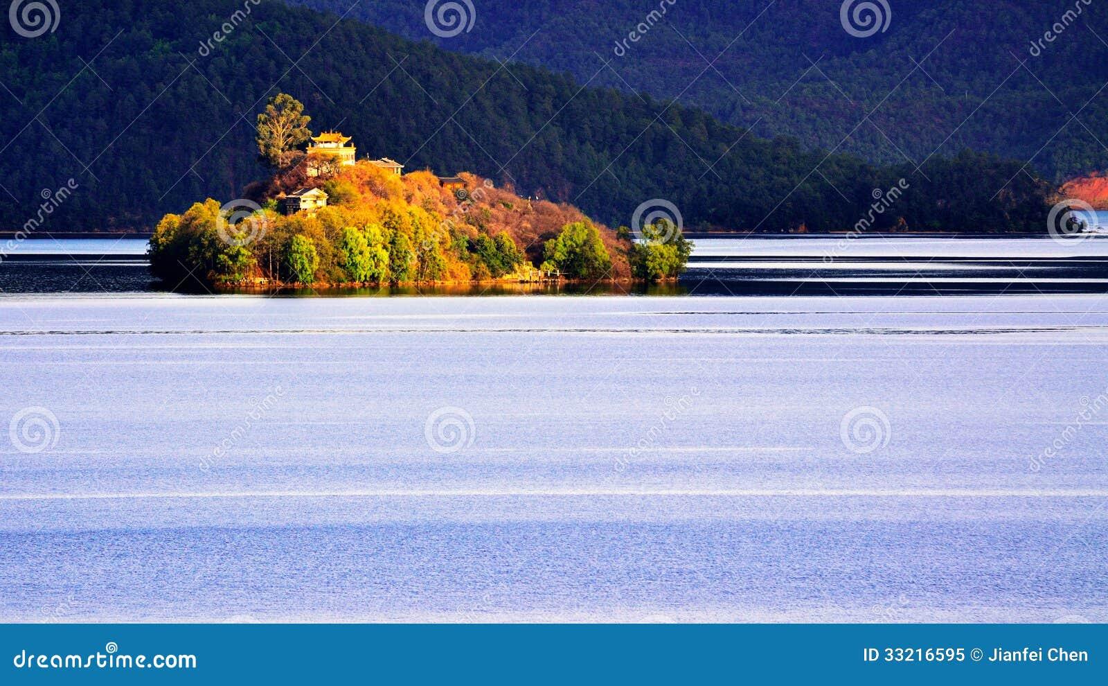 Het Heiwawu-Eiland van Lugu-Meer