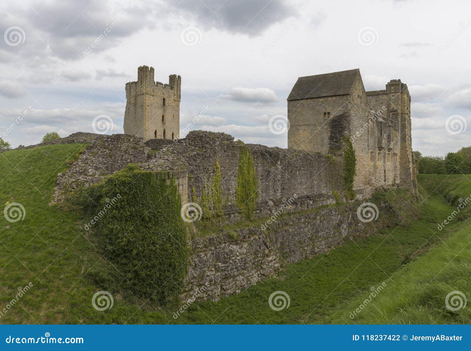 Het Helmsleykasteel, Helmsley, North Yorkshire legt, North Yorkshire, Engeland vast