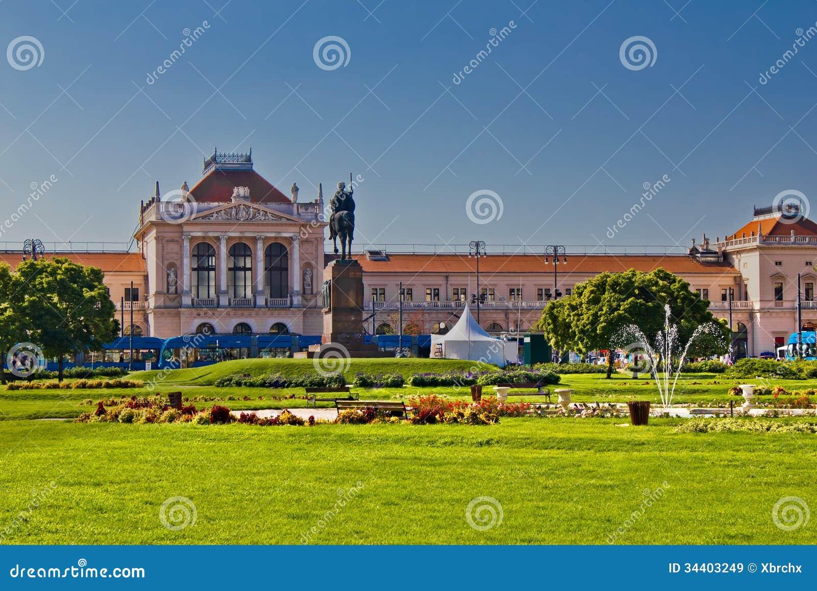 Het het centrale station en park van Zagreb