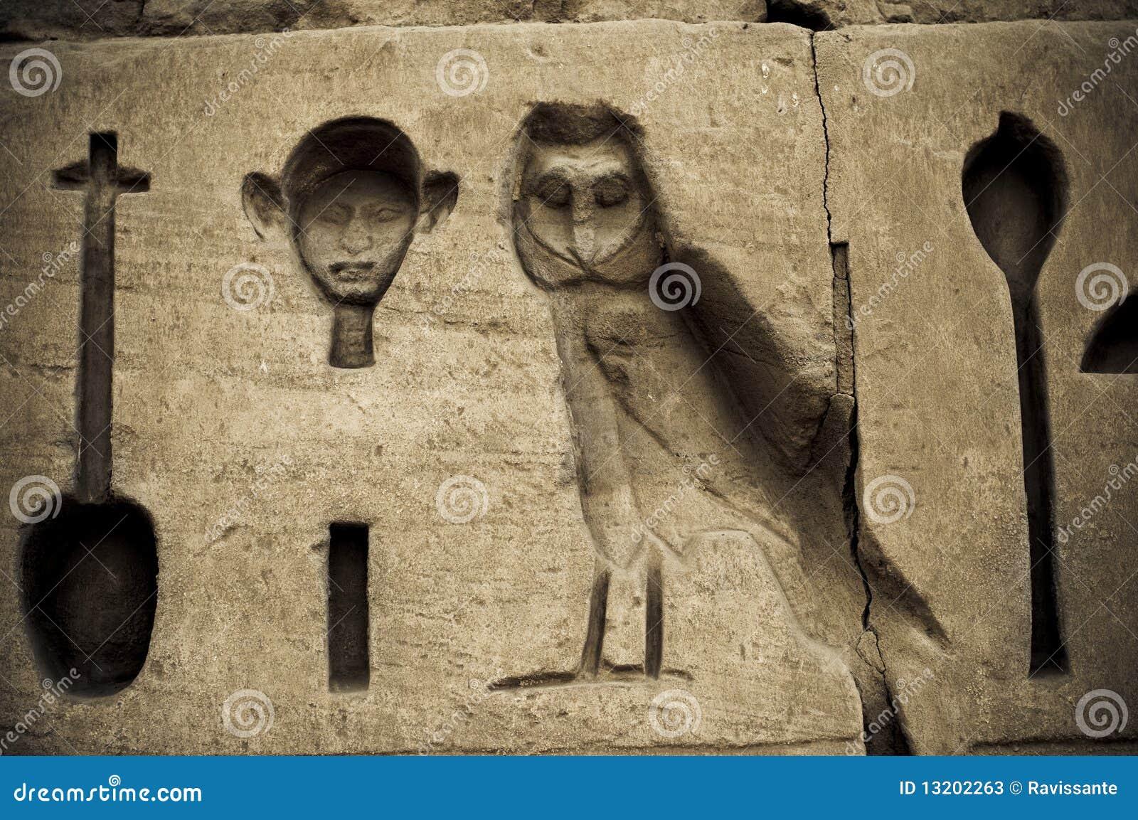 Het hiëroglyfische schrijven in Karnak, Egypte.