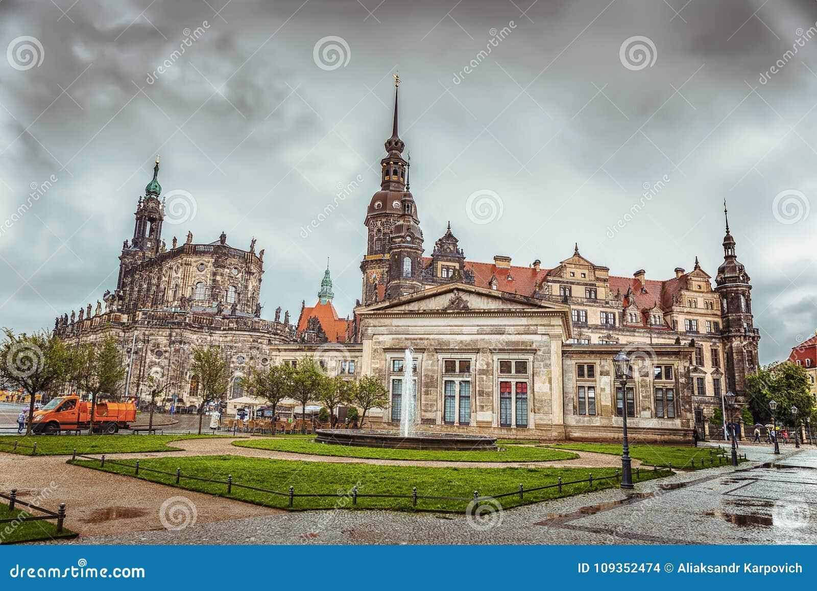 Het historische deel van de stad van Dresden na de regen Zwinger duitsland