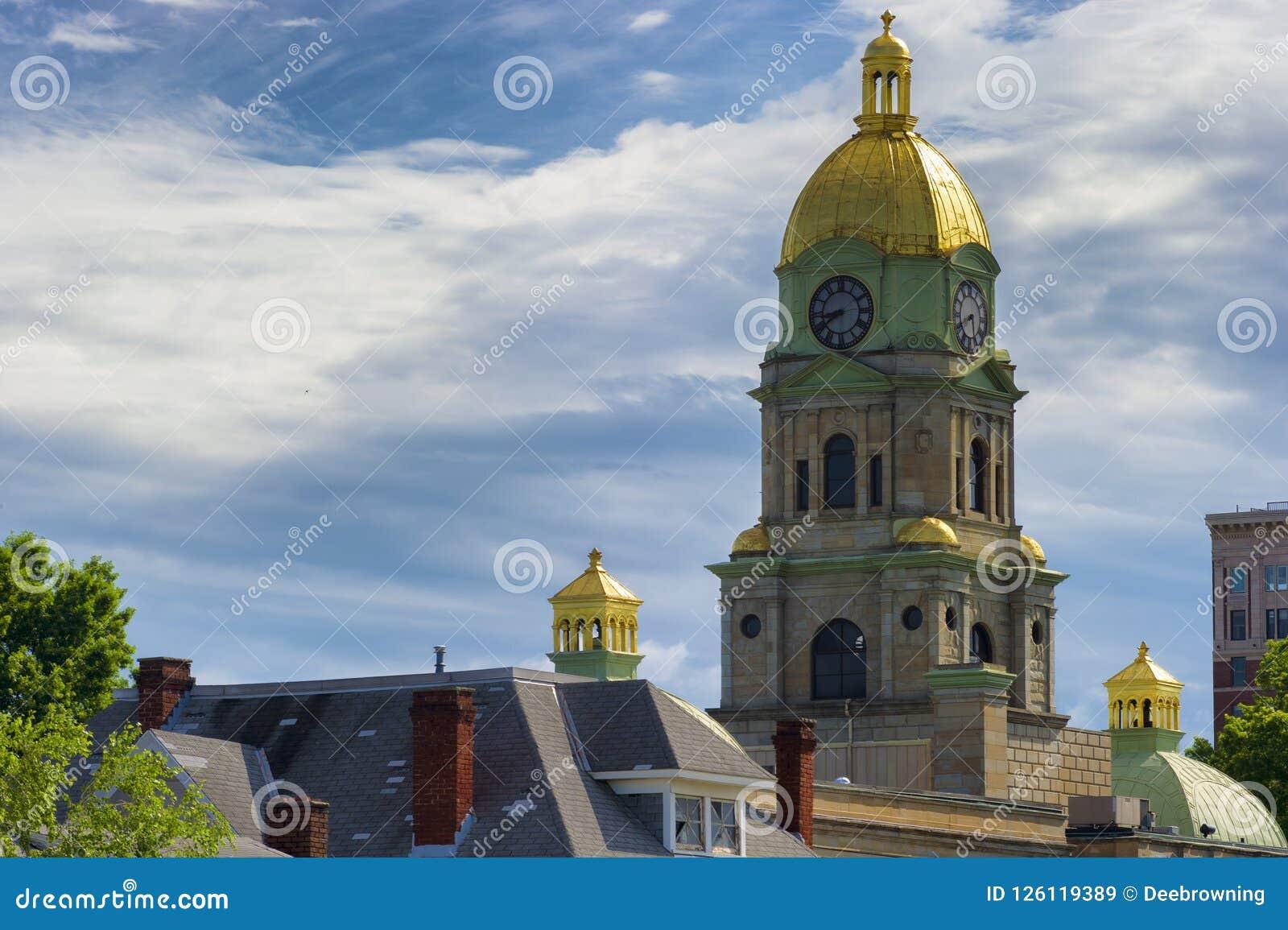 Het Hof van de Cabellprovincie Huis gouden koepel