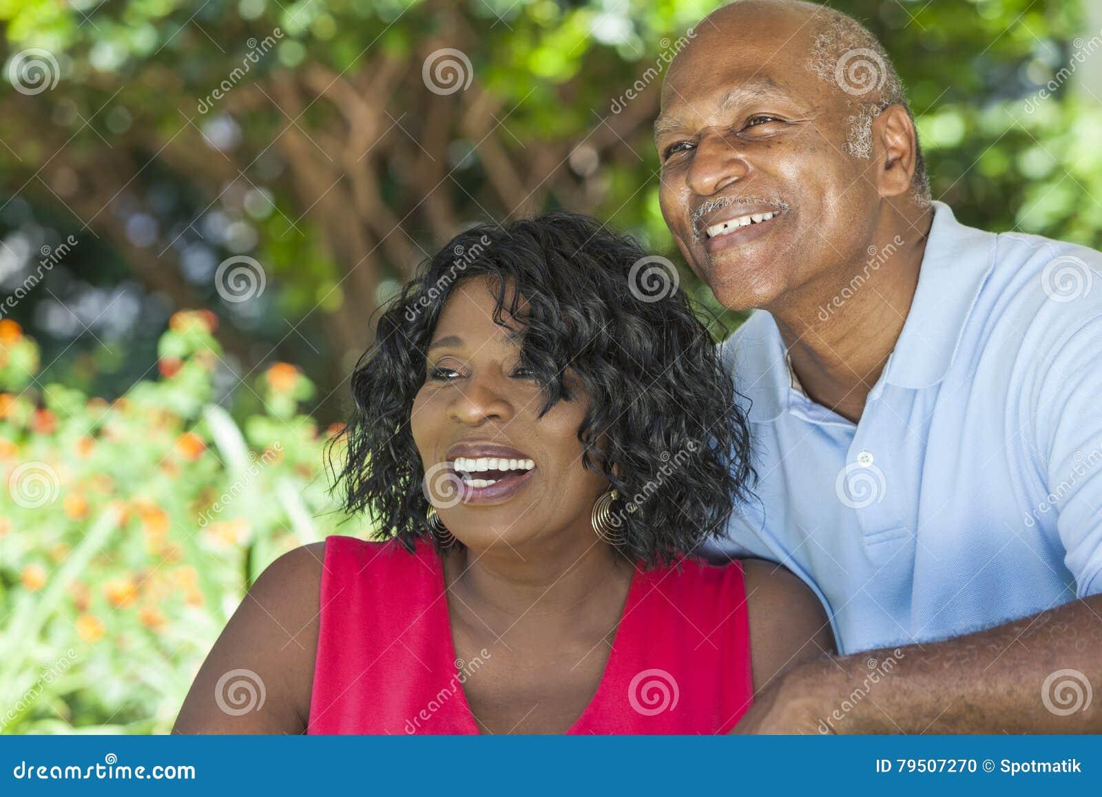 Het hogere Afrikaanse Amerikaanse Paar van de Man & van de Vrouw