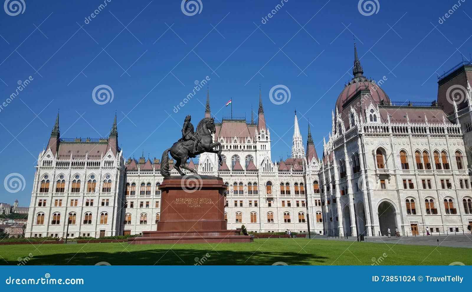 Het Hongaarse Parlementsgebouw door TravelTelly