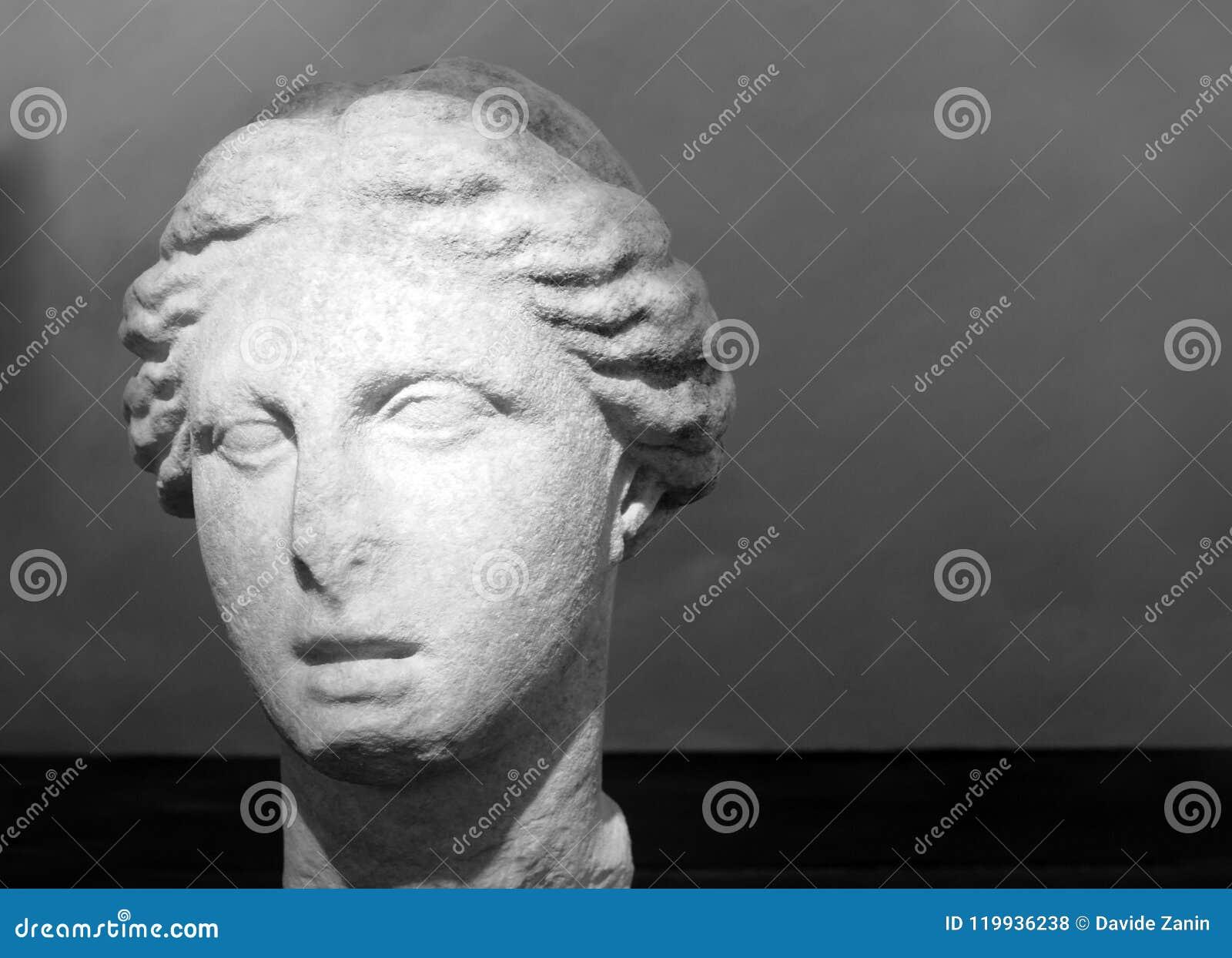 Het hoofd van het Circe-standbeeld werd gevonden in 1928 door een inwoner van San Felice op de hellingen van de Circe-piek Roman