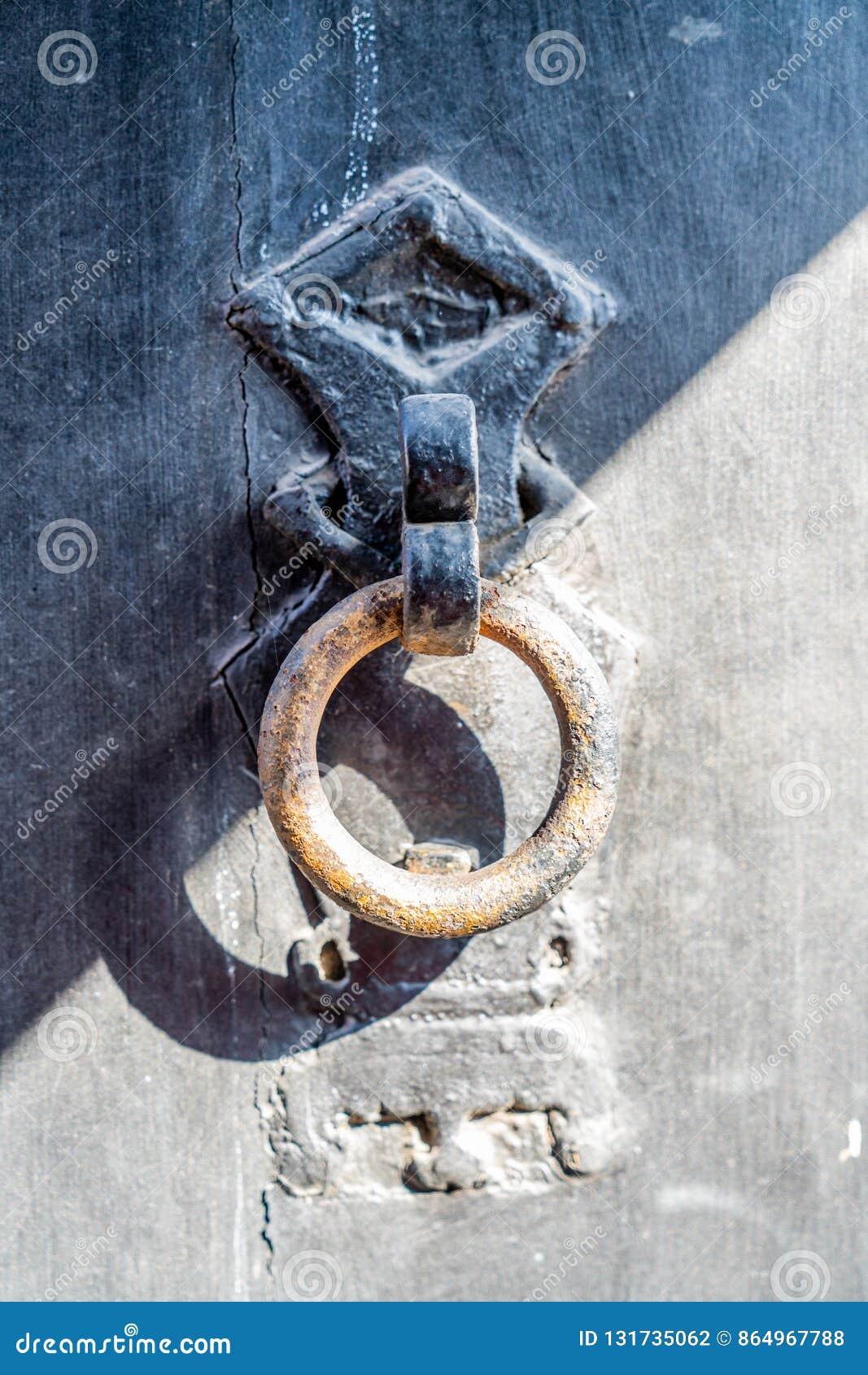 Het hoofd van de deur op de poort van de samenstelling van de qiaofamilie in Shanxi-Provincie,