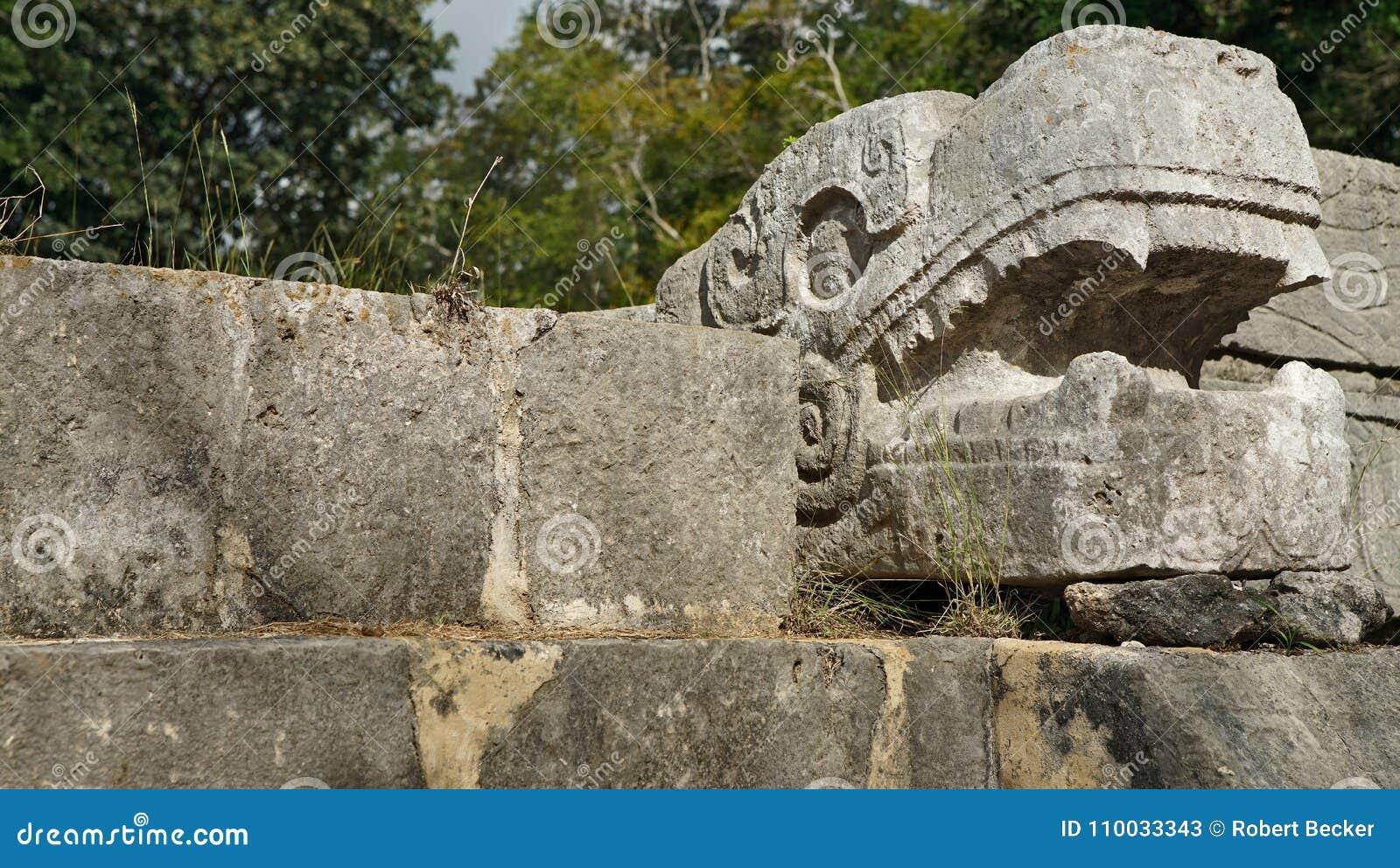 Het hoofd van de steenslang in Yucatan