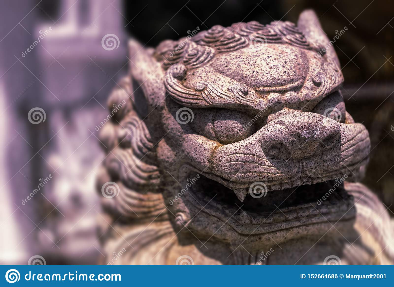 Het hoofd van het standbeeld van een cijfer van Thaise cultuur