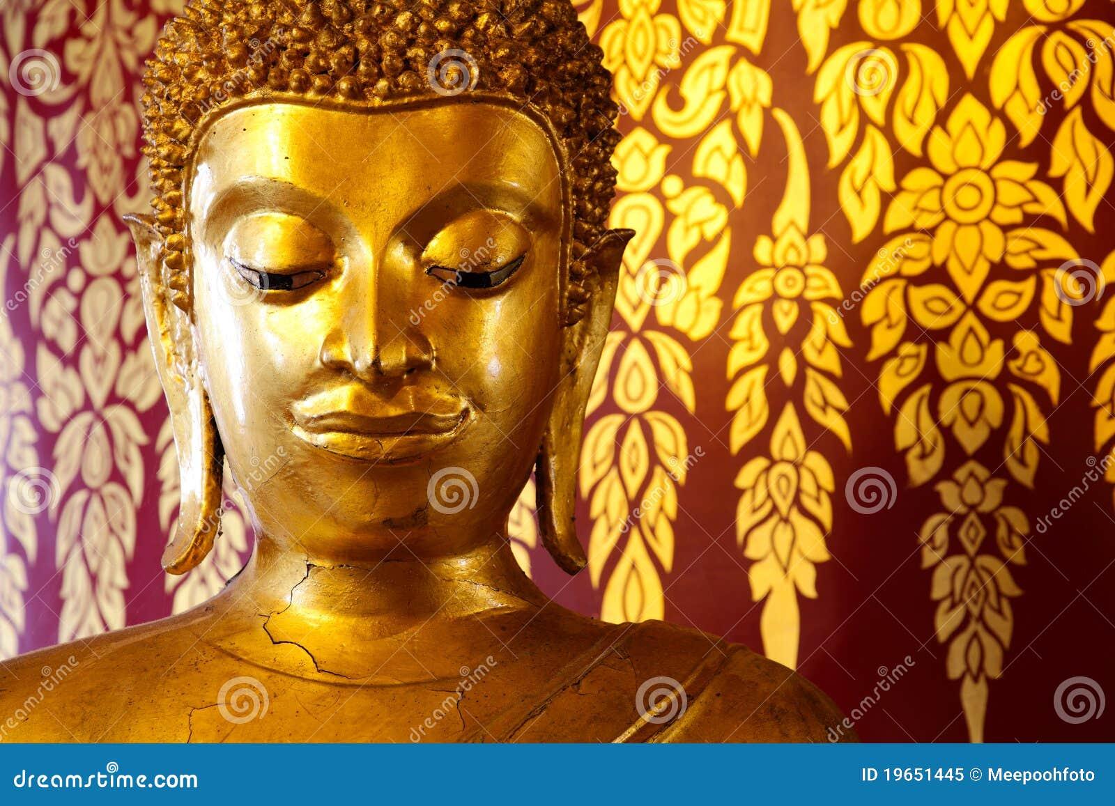 Het hoofdstandbeeld van Uddha over het Thaise stijl schilderen