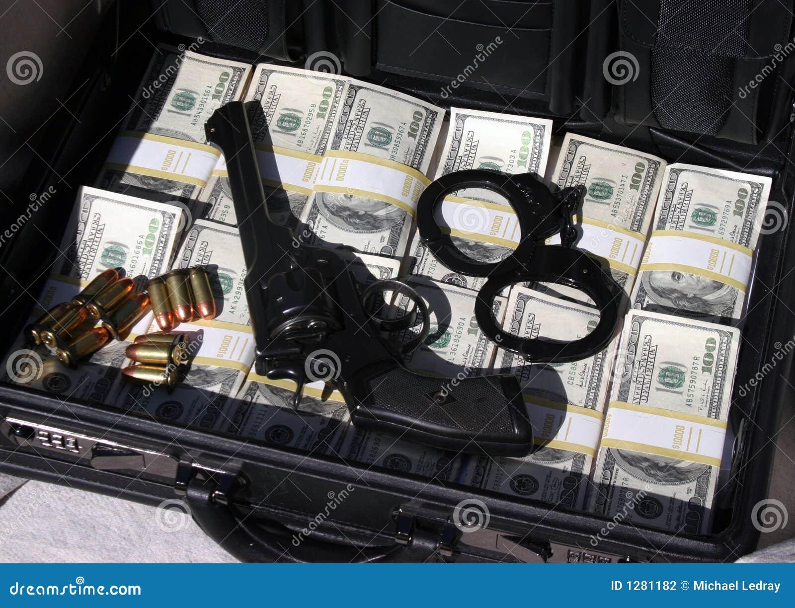 Het hoogtepunt van de aktentas van contant geld en geld