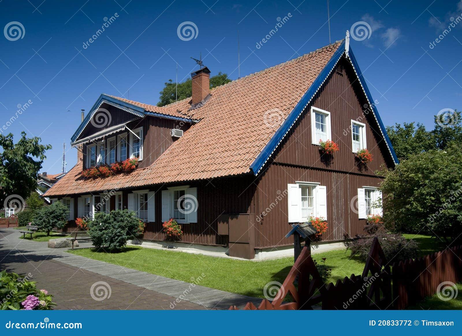 Het hotel van het huis van de visser nida litouwen stock foto afbeelding 20833772 - Huis van het wereldkantoor newport ...