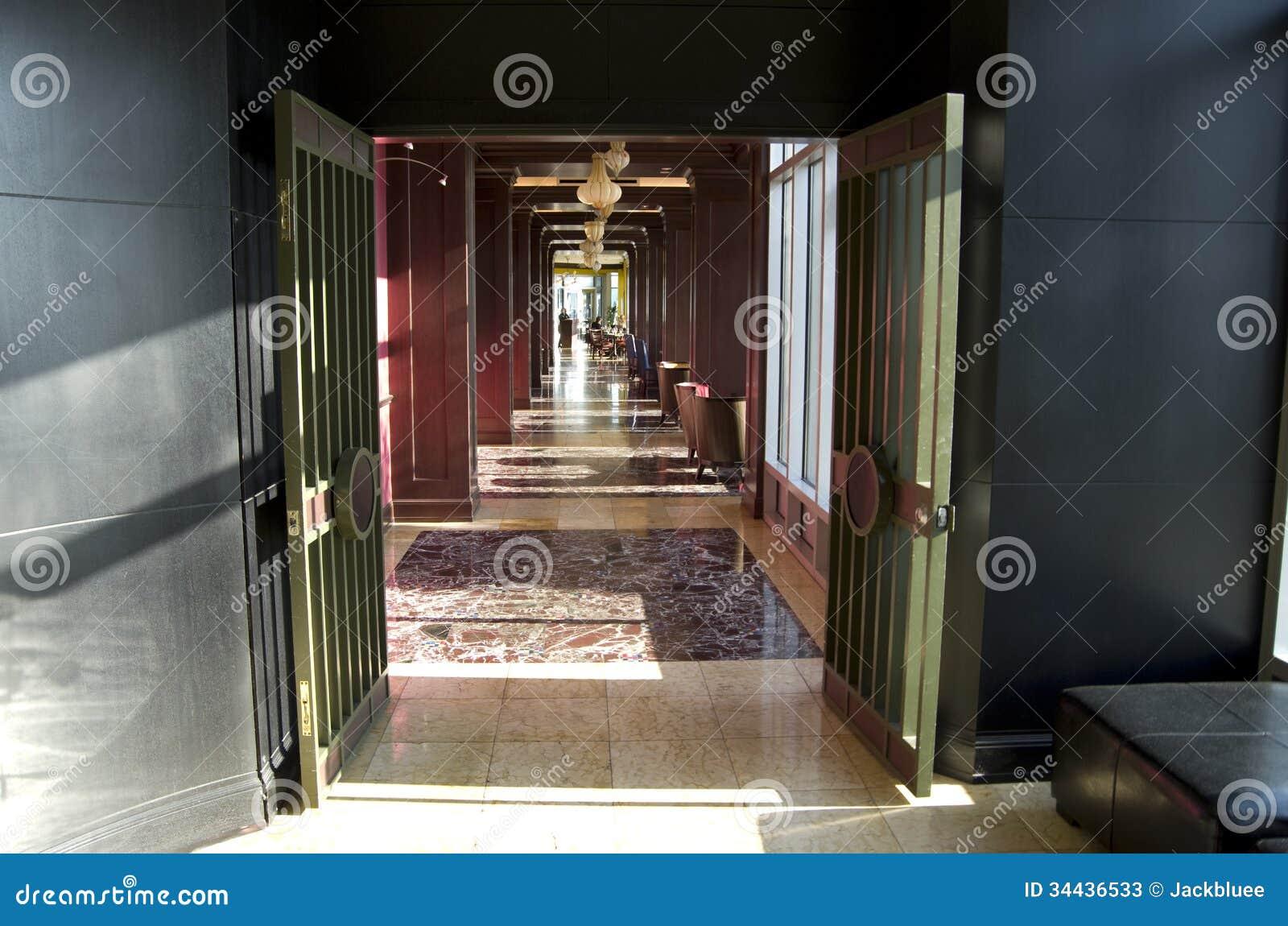 Het hotelbinnenland van de restaurantingang redactionele stock foto afbeelding 34436533 - Decoratie gang ingang ...