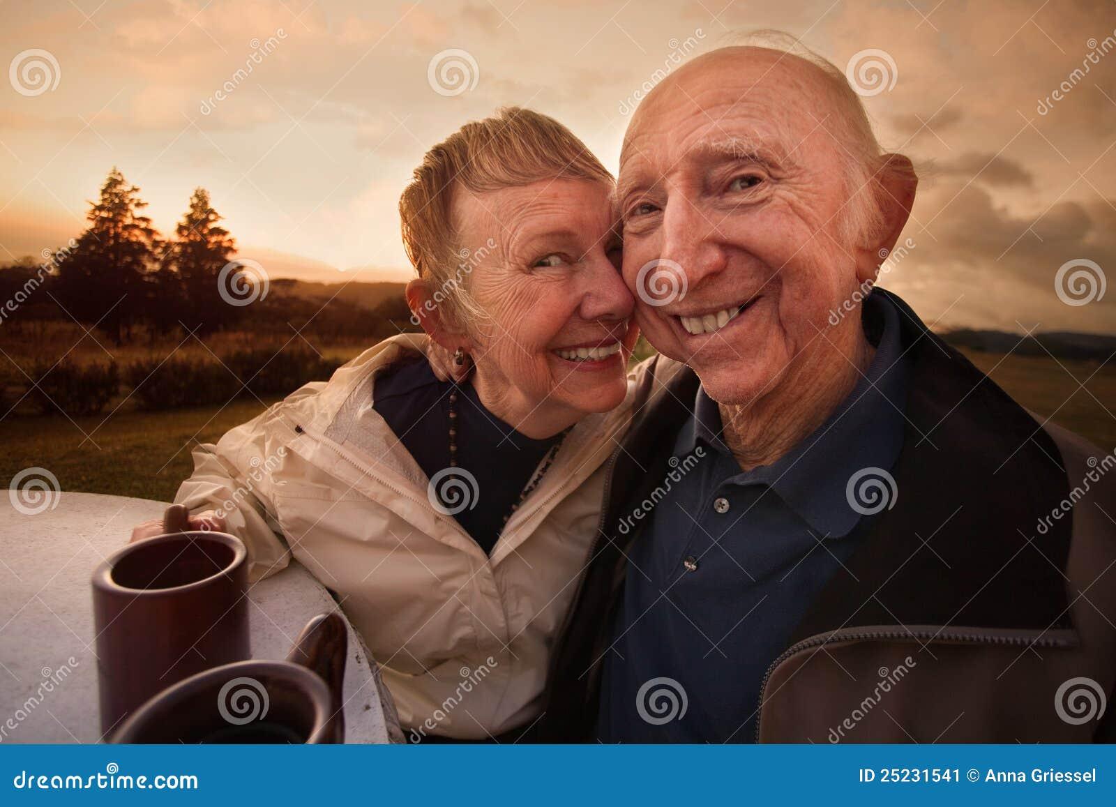 Het houdende van Rijpe Glimlachen van het Paar