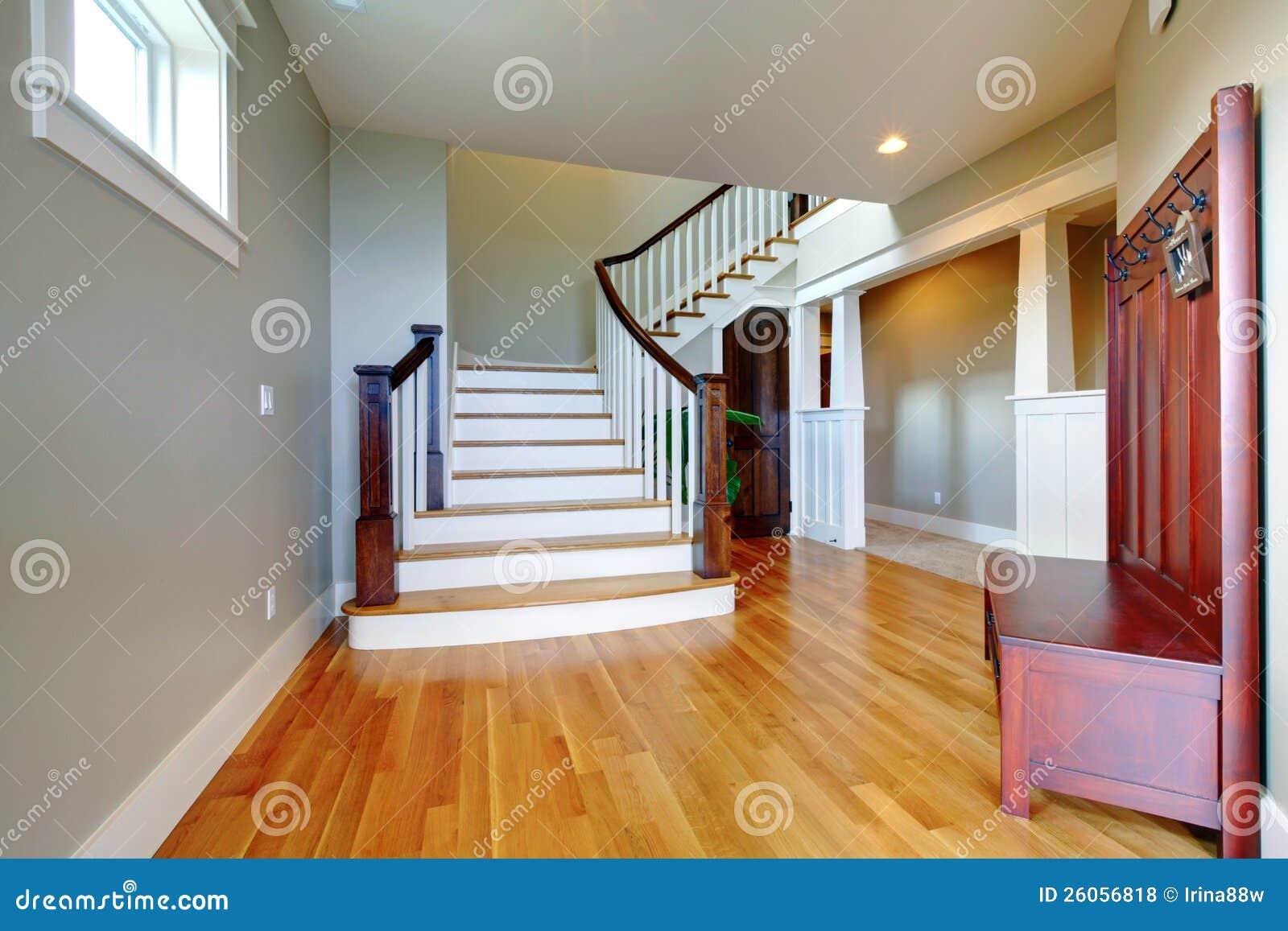 Het huis mooie gang van de luxe royalty vrije stock foto 39 s afbeelding 26056818 - Huis trap ...