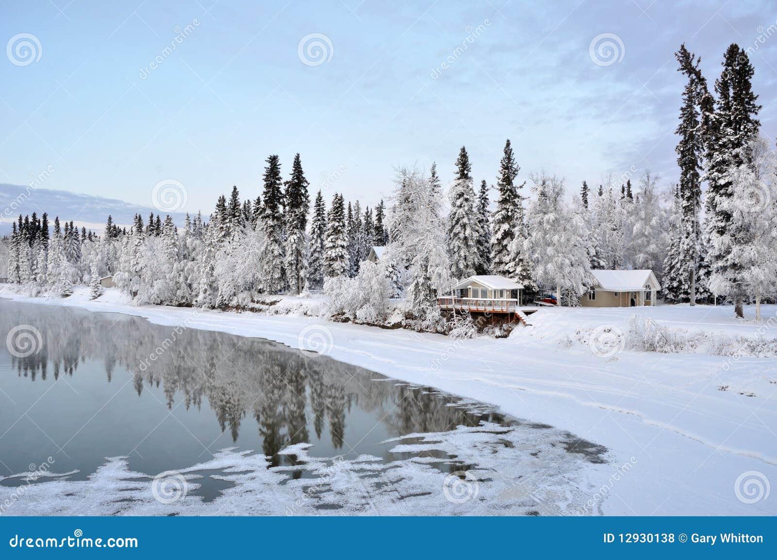 Het huis van alaska op de rivier in de winter stock foto afbeelding 12930138 - Huis van de cabriolet ...