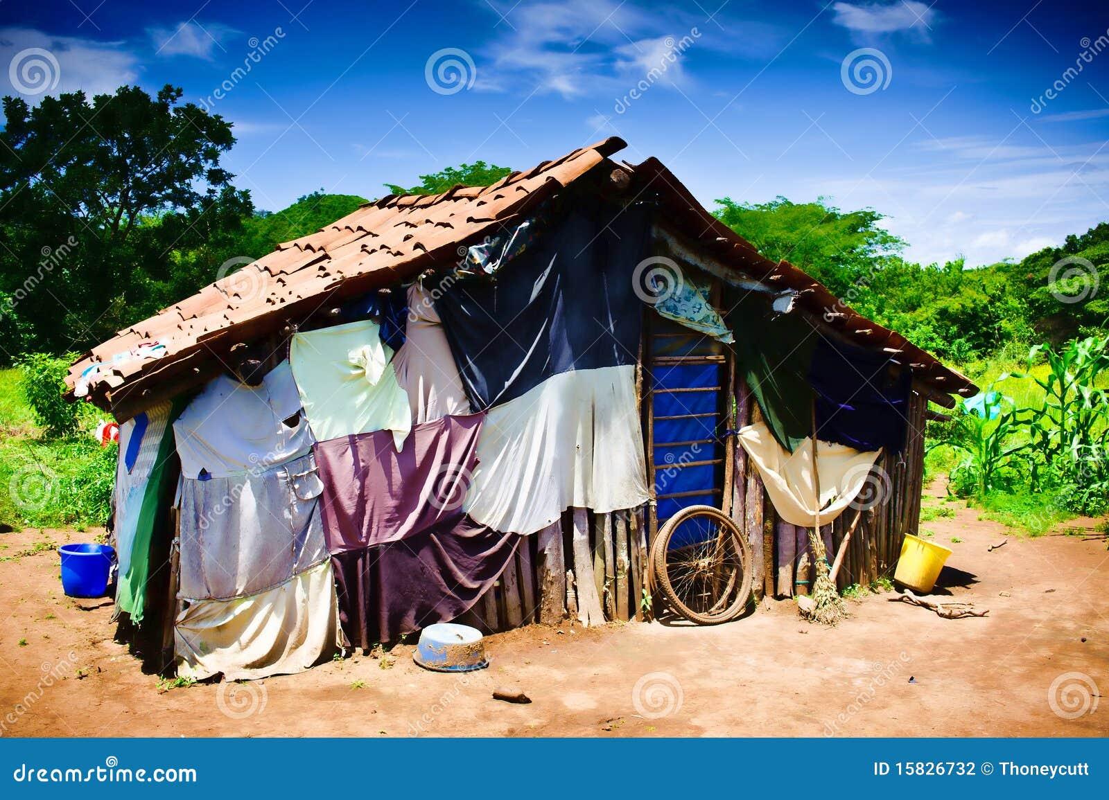 Het huis van de derde wereld stock foto afbeelding 15826732 - Kroonluchter pampille huis van de wereld ...