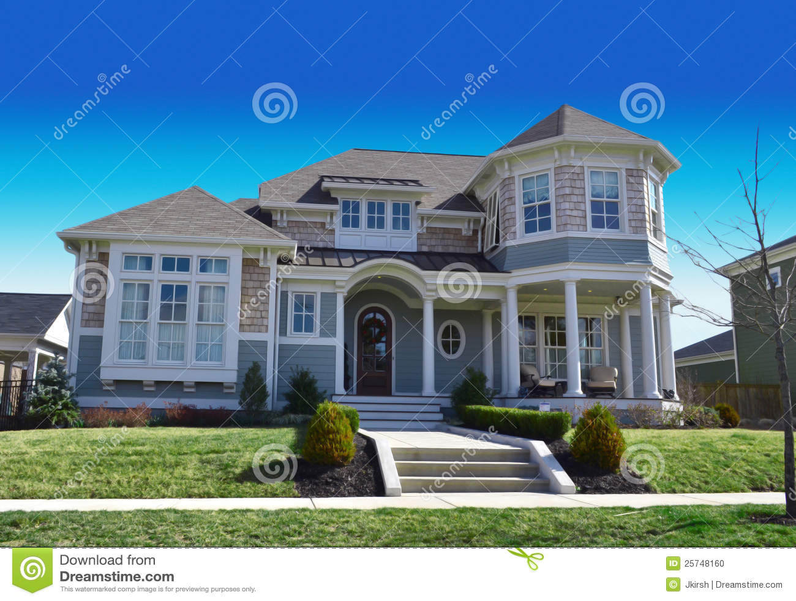 Het huis van de droom van de kabeljauw van de kaap van de stijl van new england stock foto - Versier het huis ...