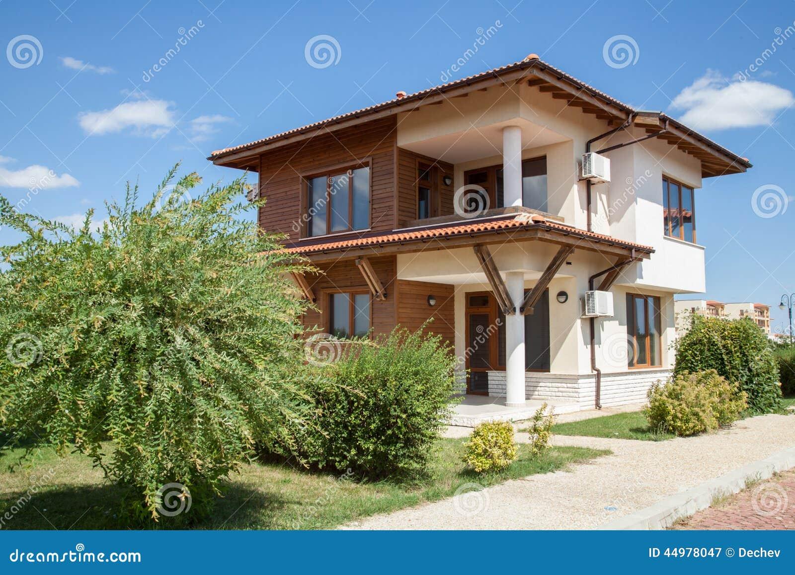 Het huis van de familie met tuin