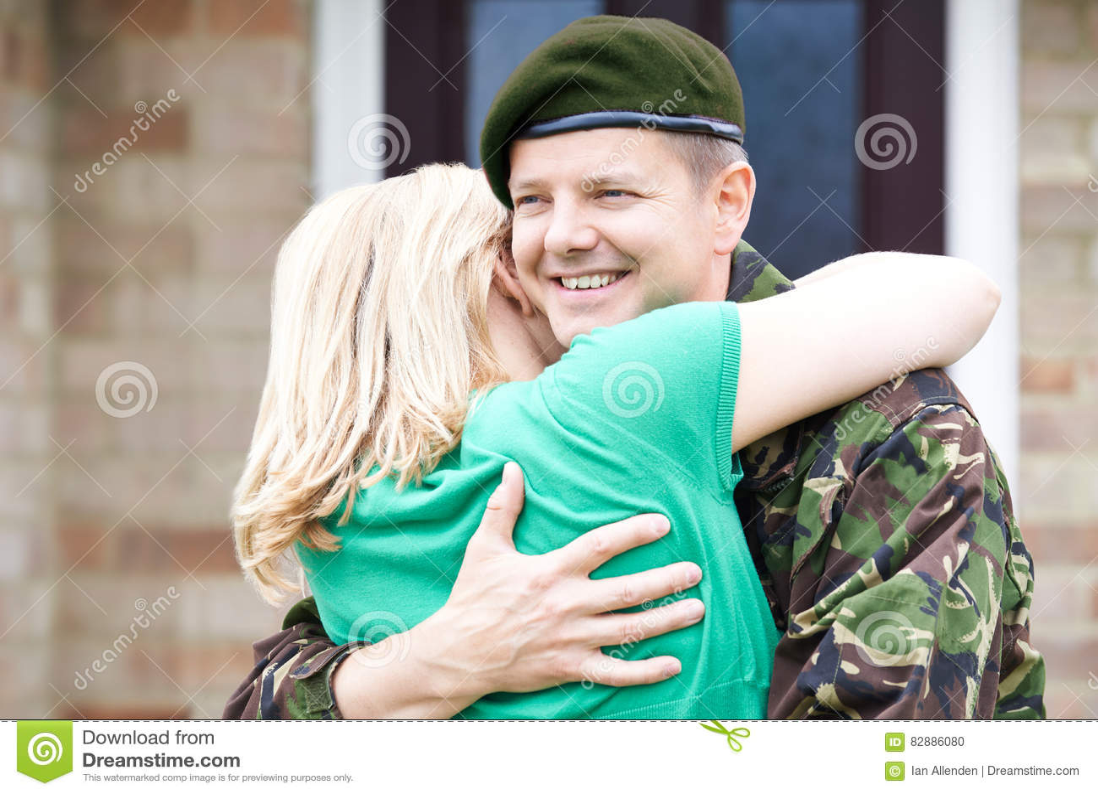 Het Huis van de legerechtgenoot op Verlof die Vrouw koesteren