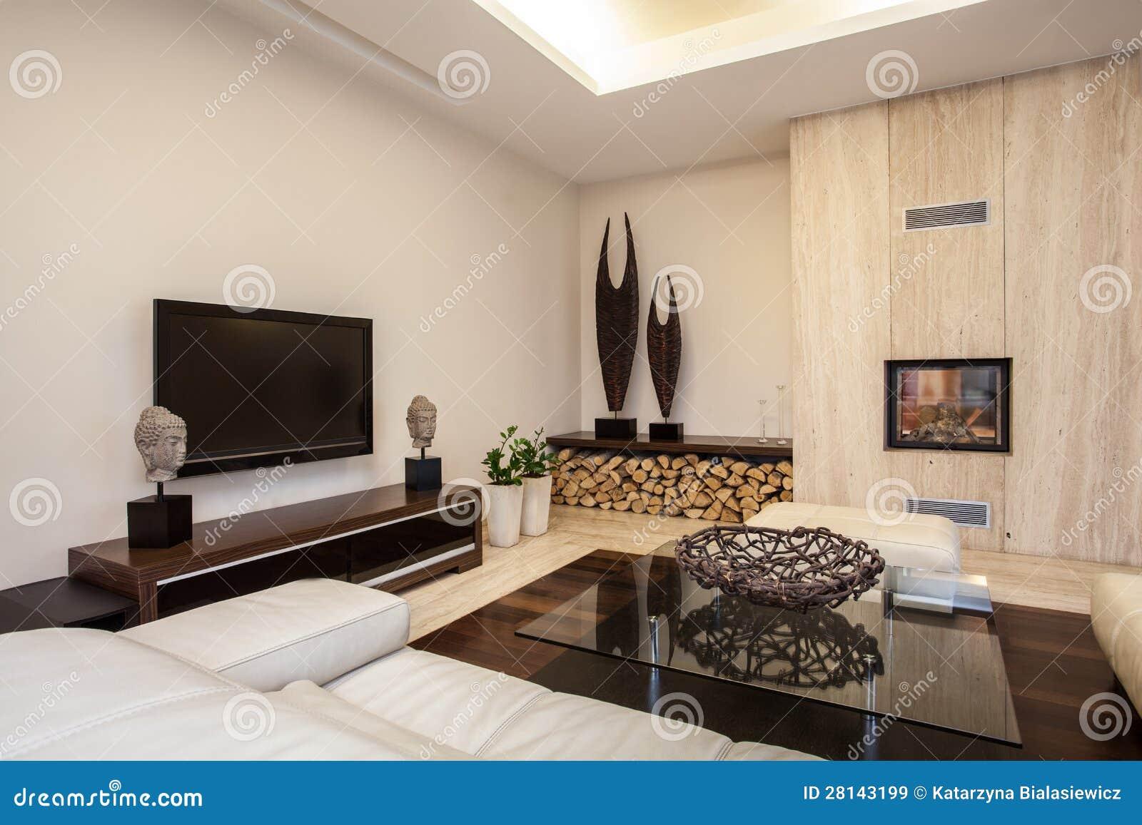 Het huis van de travertijn: Verlichte woonkamer