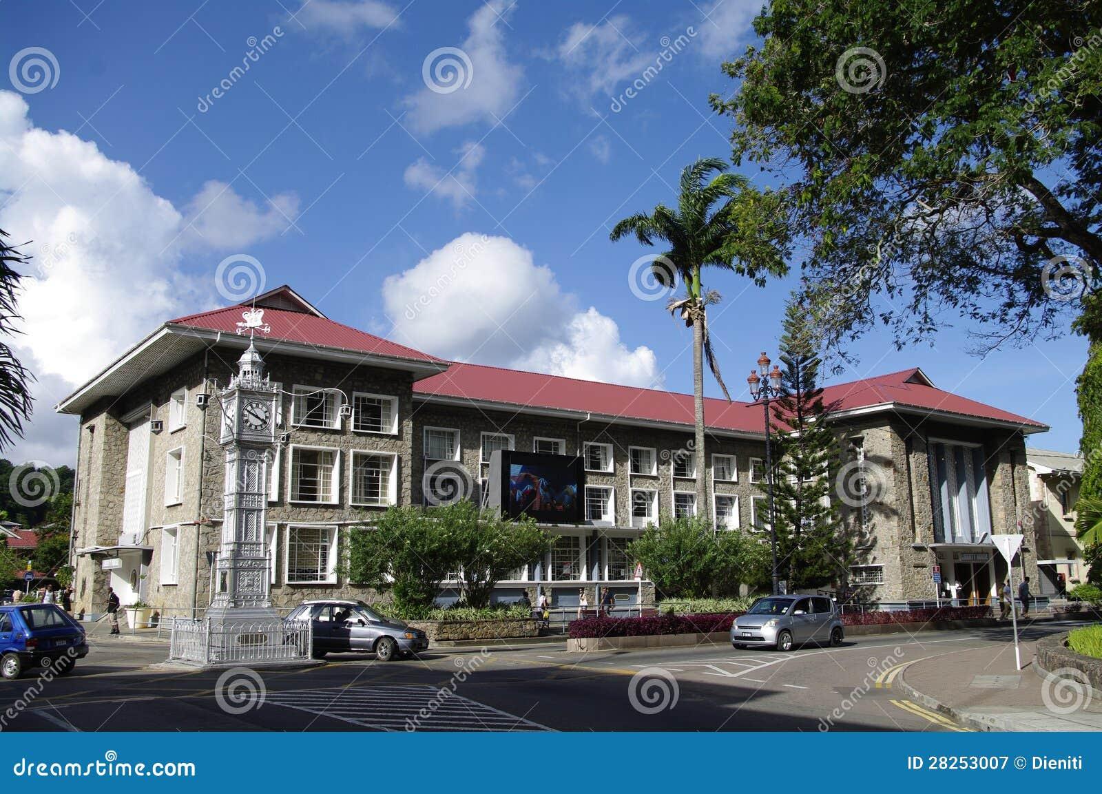 Het huis van de vrijheid en klokketoren in victoria seychellen redactionele fotografie - Huis van de wereldbank ...