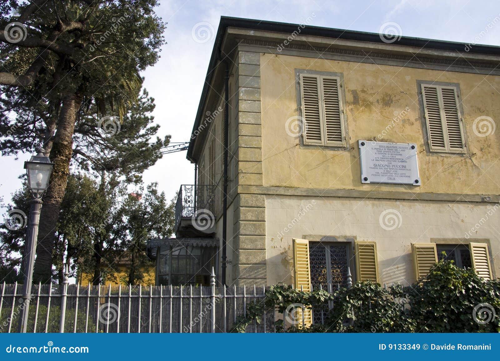 Het huis van giacomo puccini 39 s royalty vrije stock afbeeldingen afbeelding 9133349 - Ingang van het hedendaagse huis ...