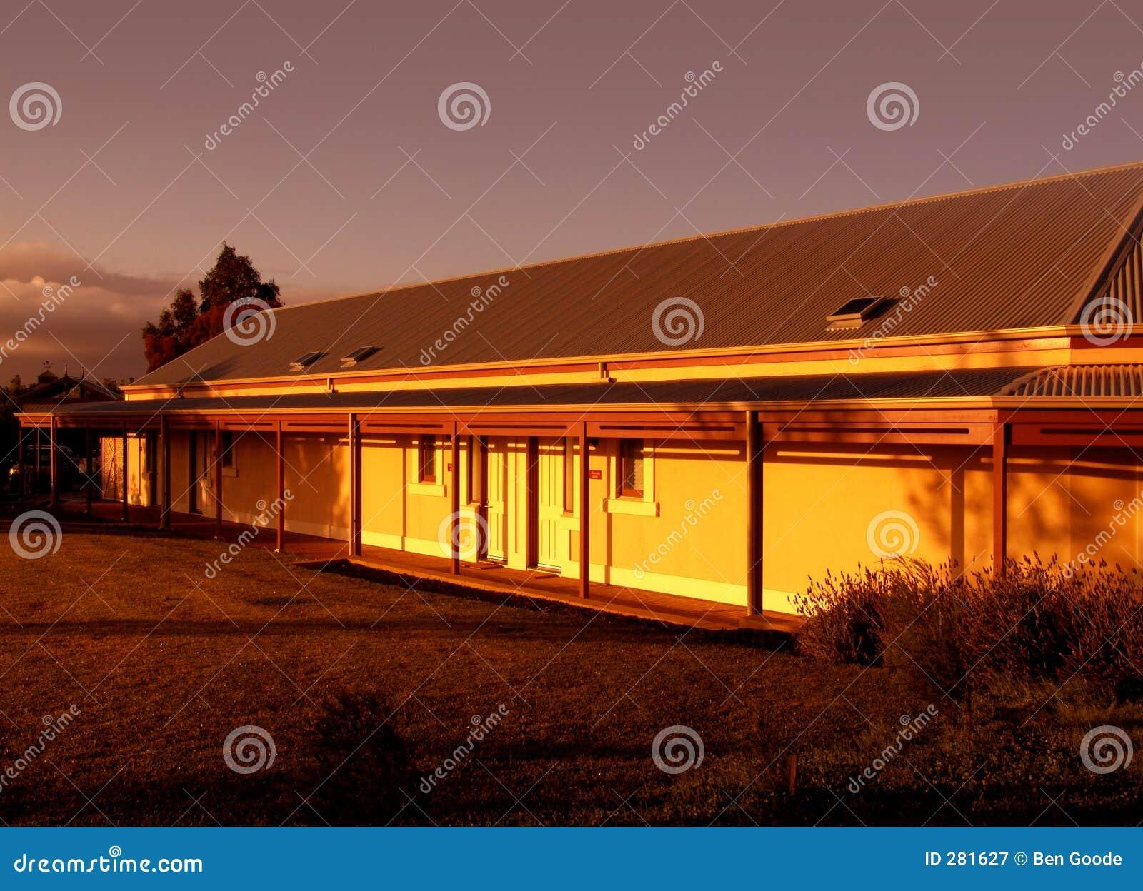 Het Huis van het landbouwbedrijf bij Zonsopgang