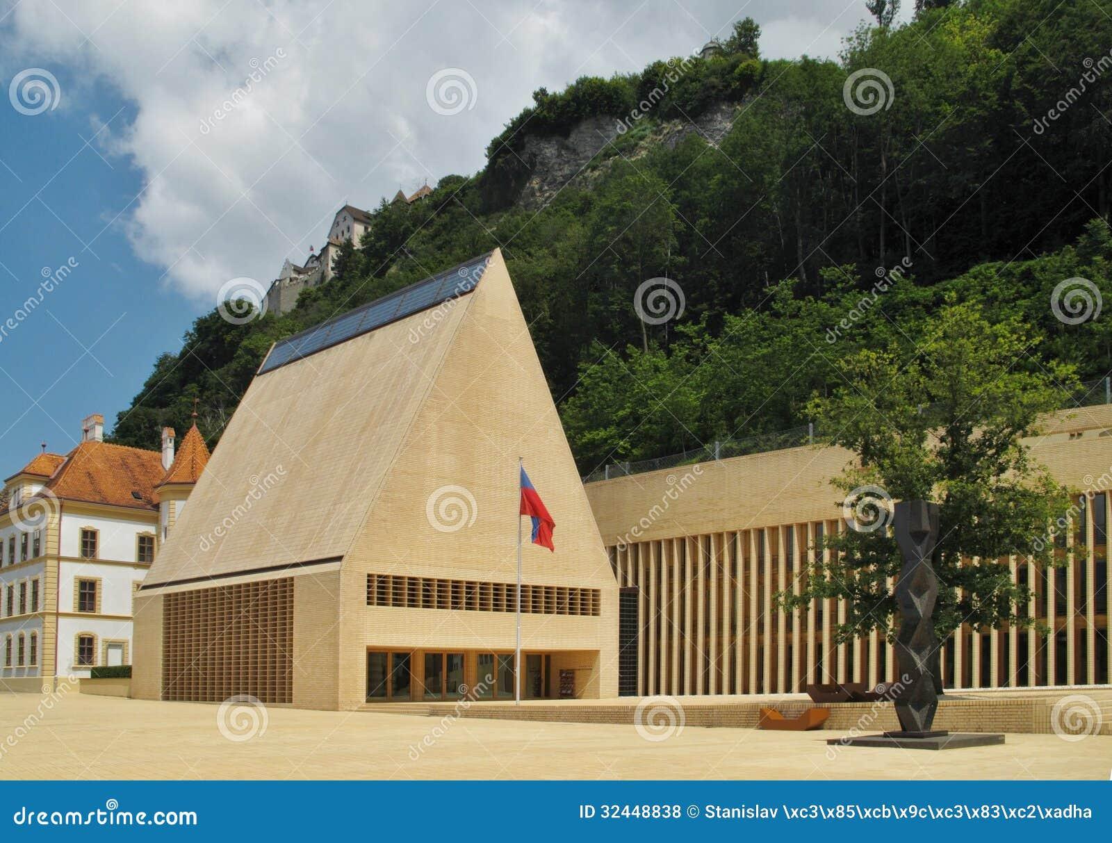 Het huis van het parlement in vaduz royalty vrije stock foto 39 s afbeelding 32448838 - Huis van het wereldkantoor newport ...