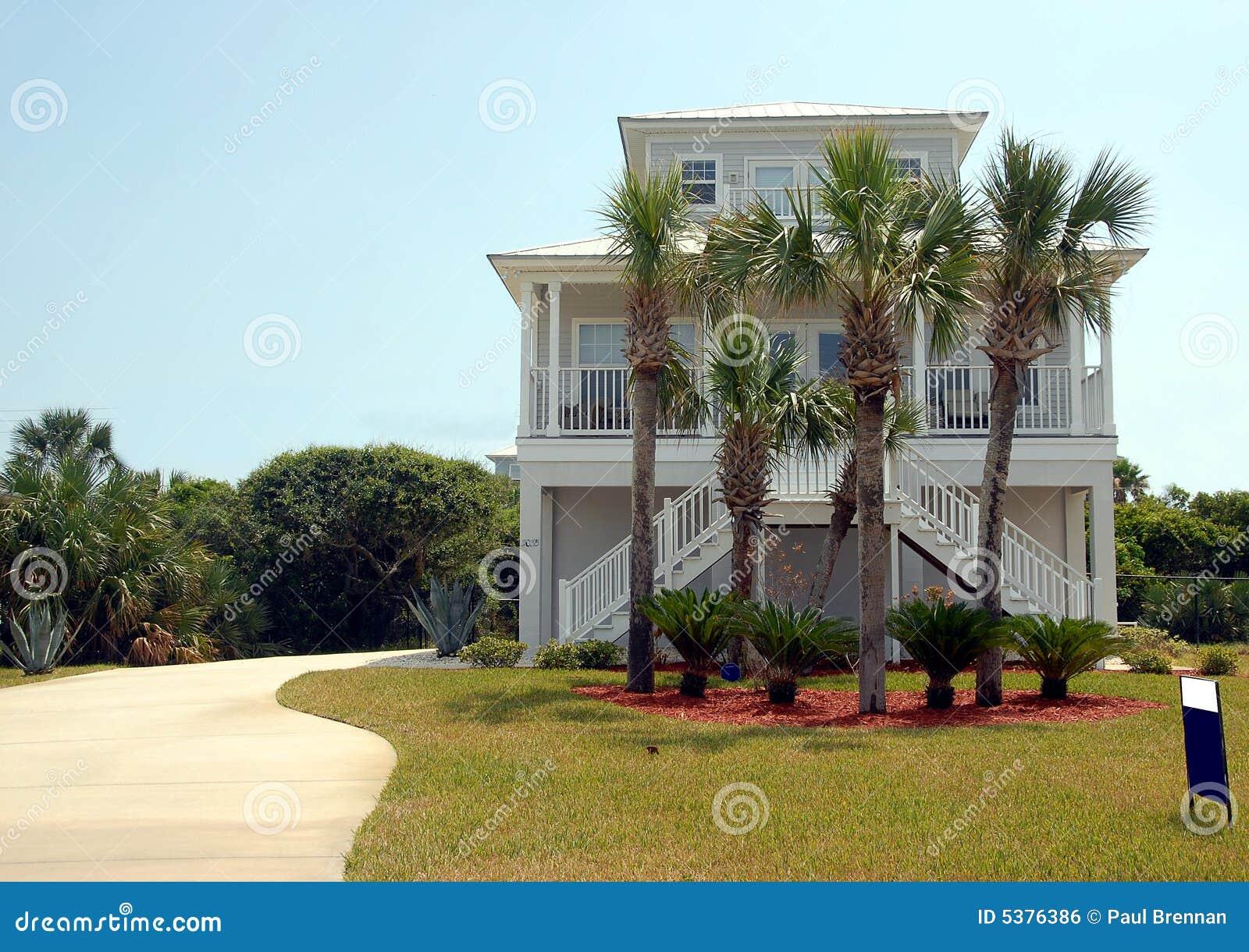 Het huis van het strand voor verkoop