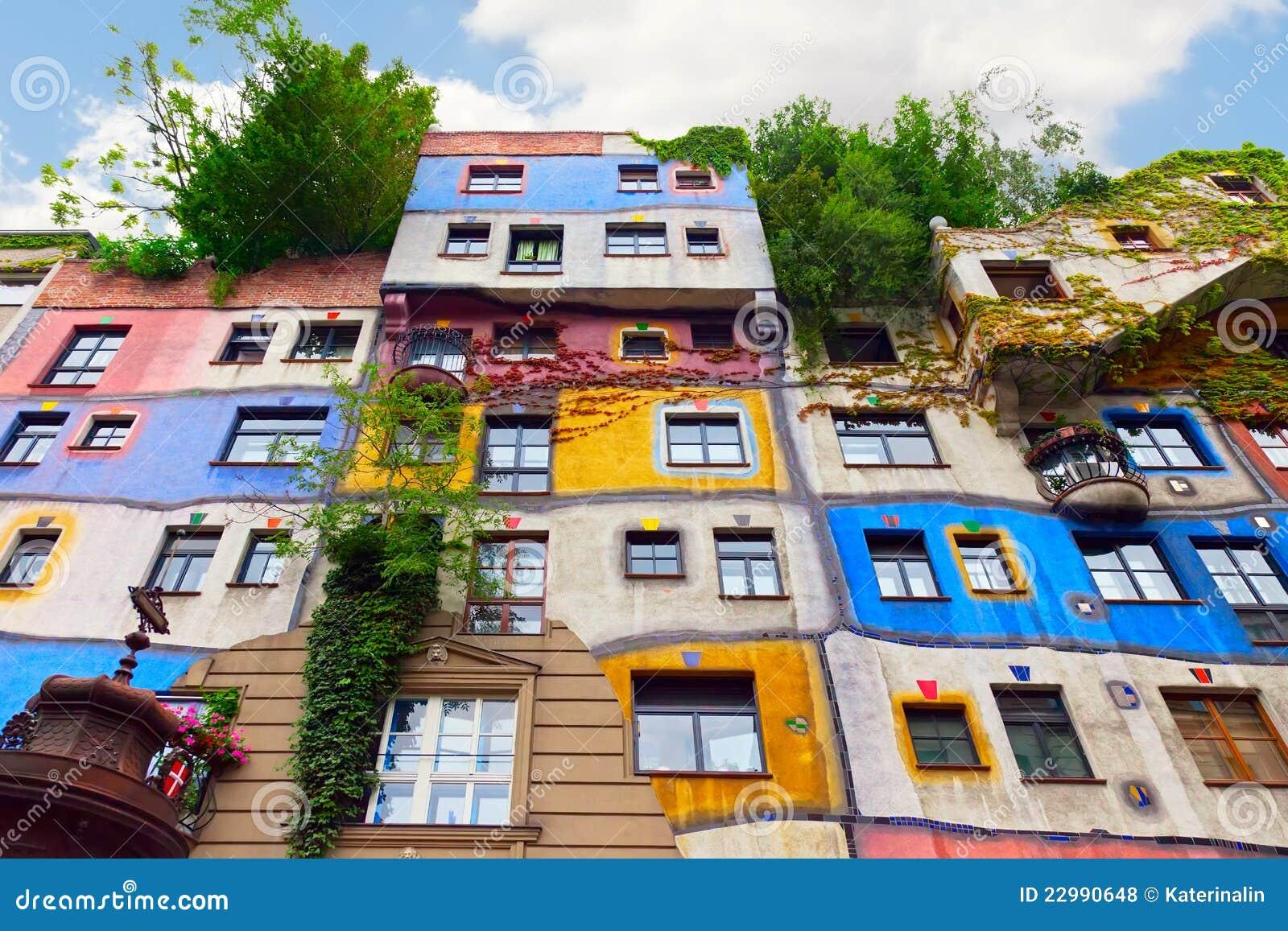 Het huis van hundertwasser in wenen oostenrijk royalty vrije stock foto 39 s afbeelding 22990648 - Foto huis in l ...