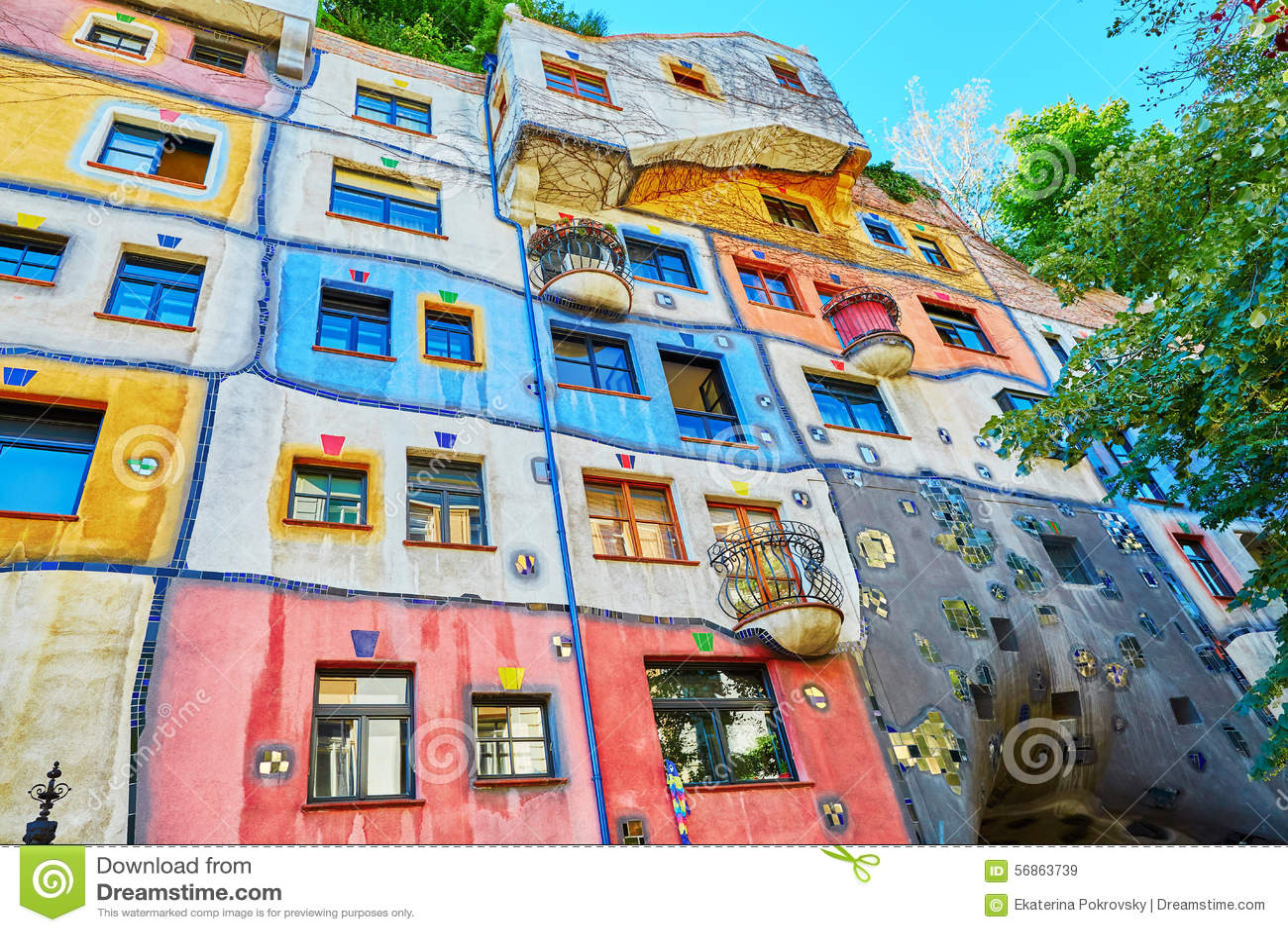 Het huis van hundertwasser in wenen oostenrijk stock afbeelding afbeelding 56863739 - Foto van eigentijds huis ...