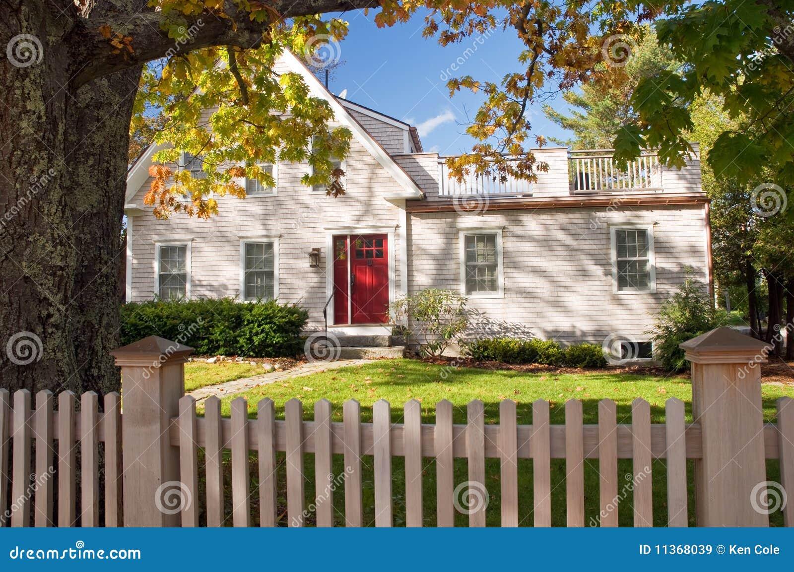Het huis van New England in de herfst