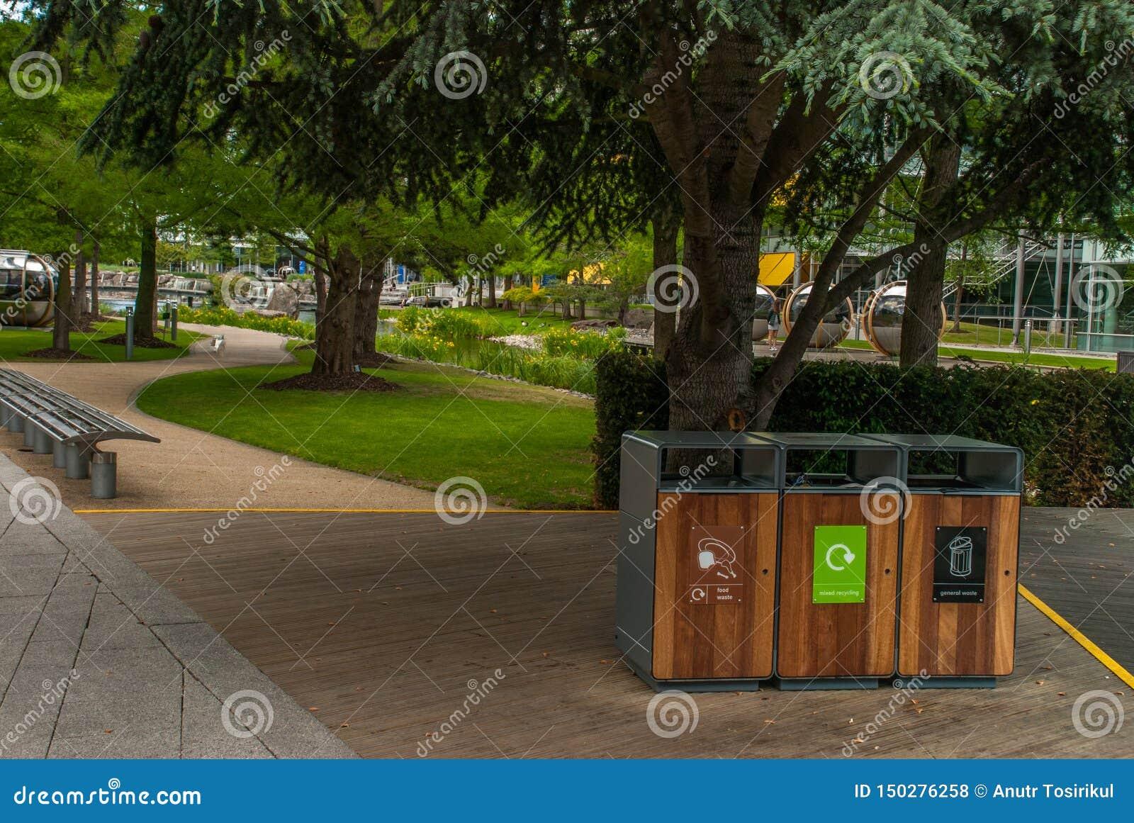Het huisvuil van de scheidingstank om Soort door kleur te recycleren voor het gemak van het sorteren En opslag Geleverd aan het r
