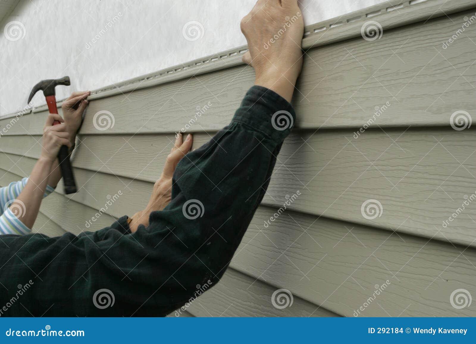Het installeren van het Opruimen op een Huis