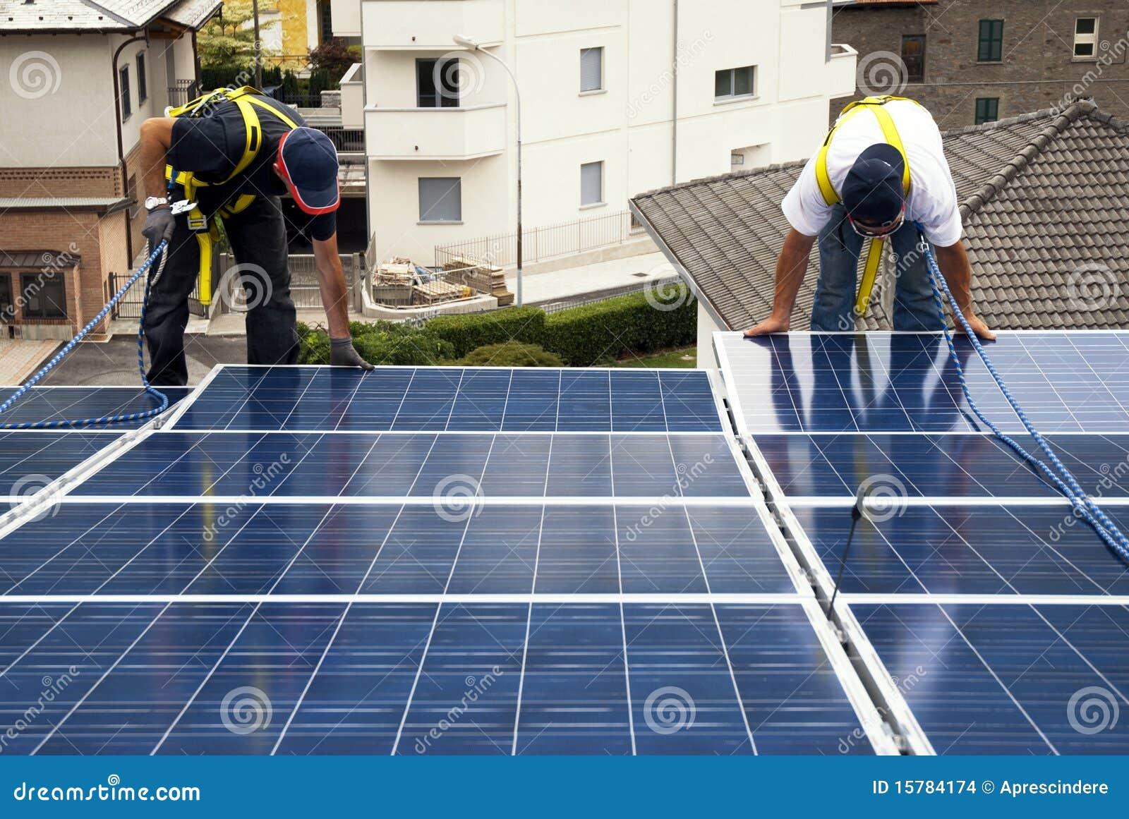 Het installeren van zonnepanelen