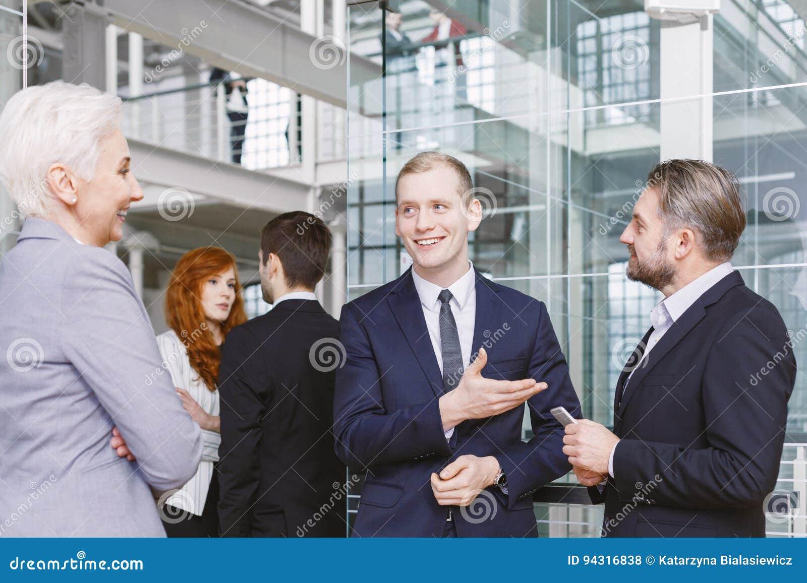 Het introduceren van de contractant