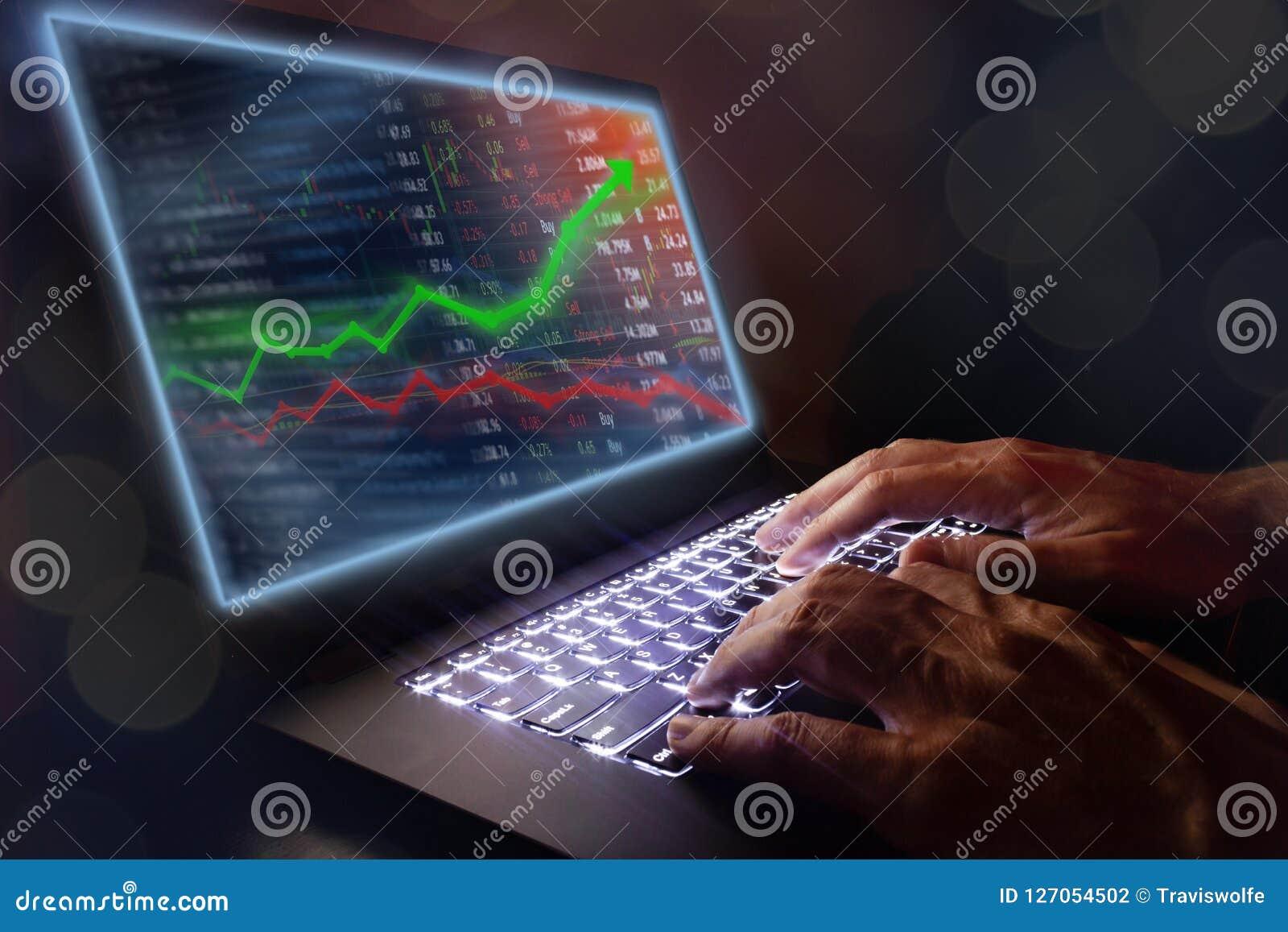 Het investeren en effectenbeursconceptenaanwinst en winsten met langzaam verdwenen kandelaargrafieken