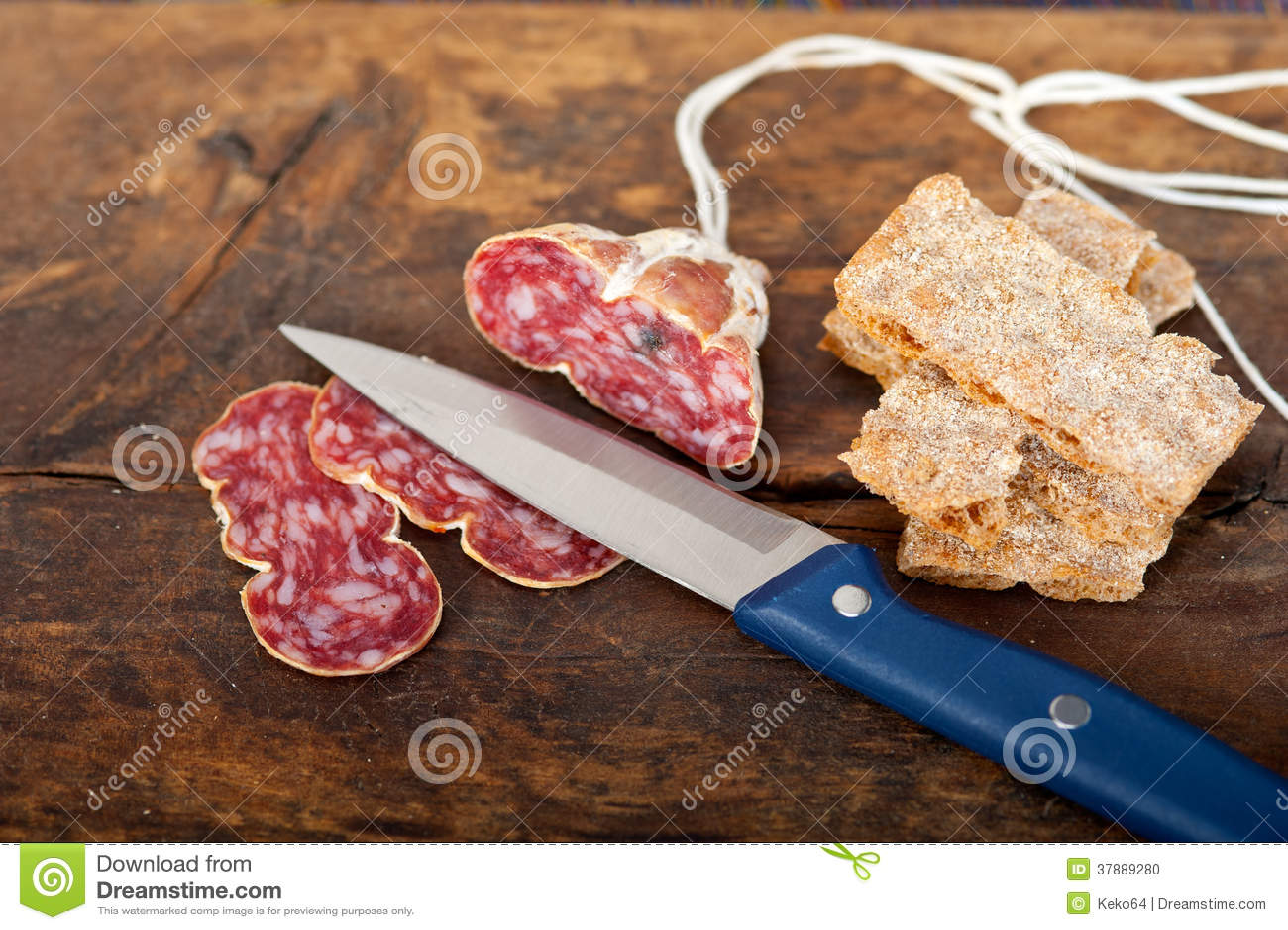 Het Italiaanse salame pressato gedrukte snijden