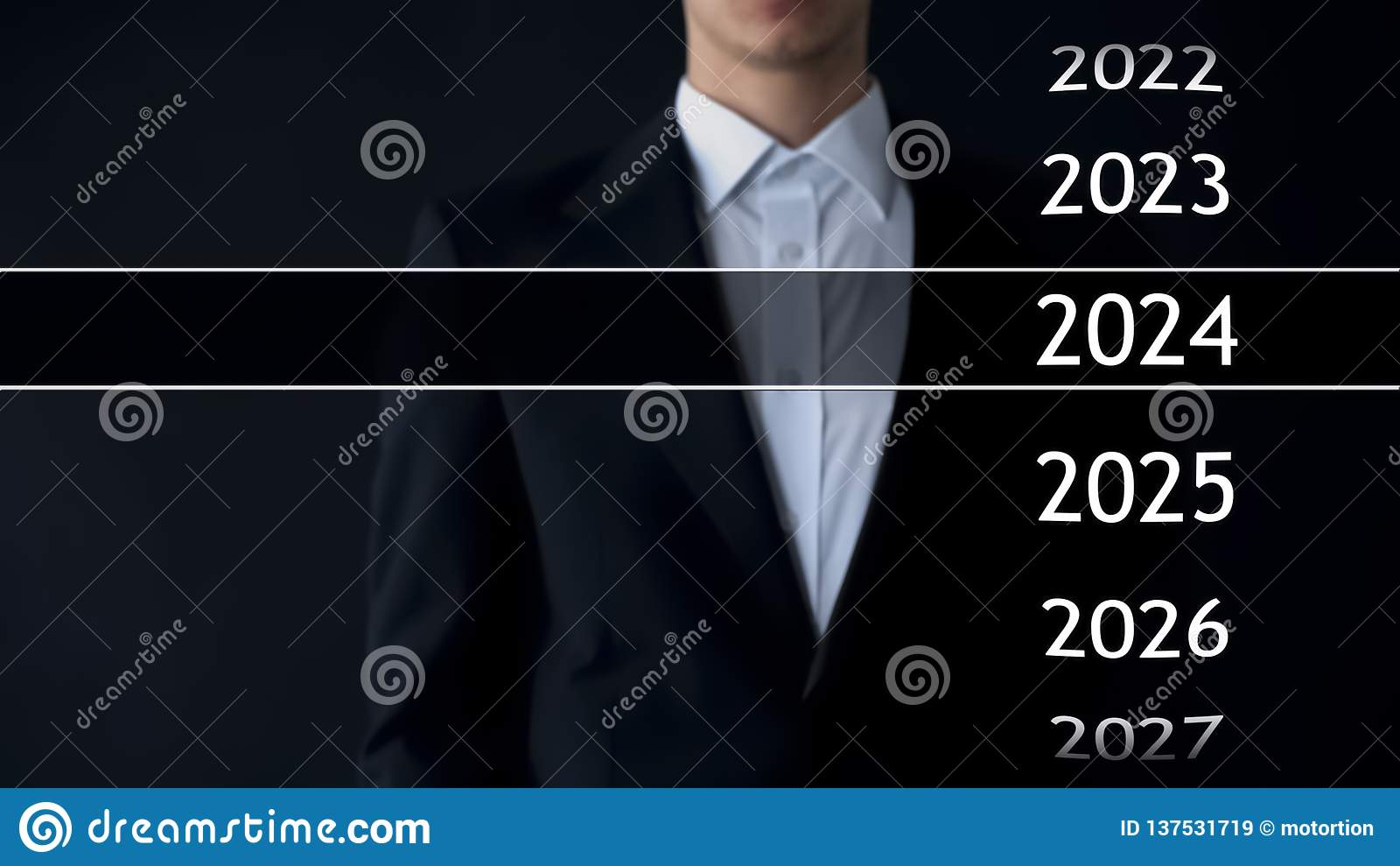 Het jaar van 2024 in virtueel archief, zakenman bij de achtergrondinzameling van statistieken